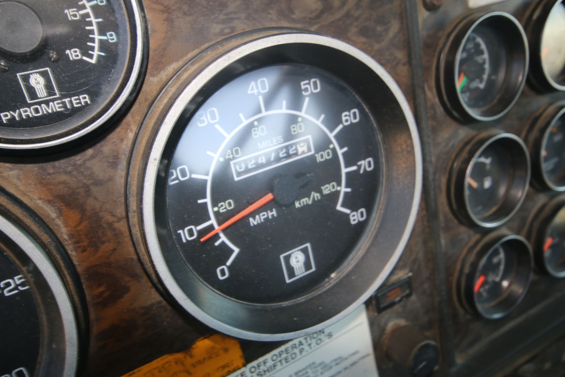 1996 Kenworth 3-Axle Roll-Off Straight Truck, VIN #: 1XKDDB9XOTS687107, with 24,722 Miles, License - Image 17 of 30