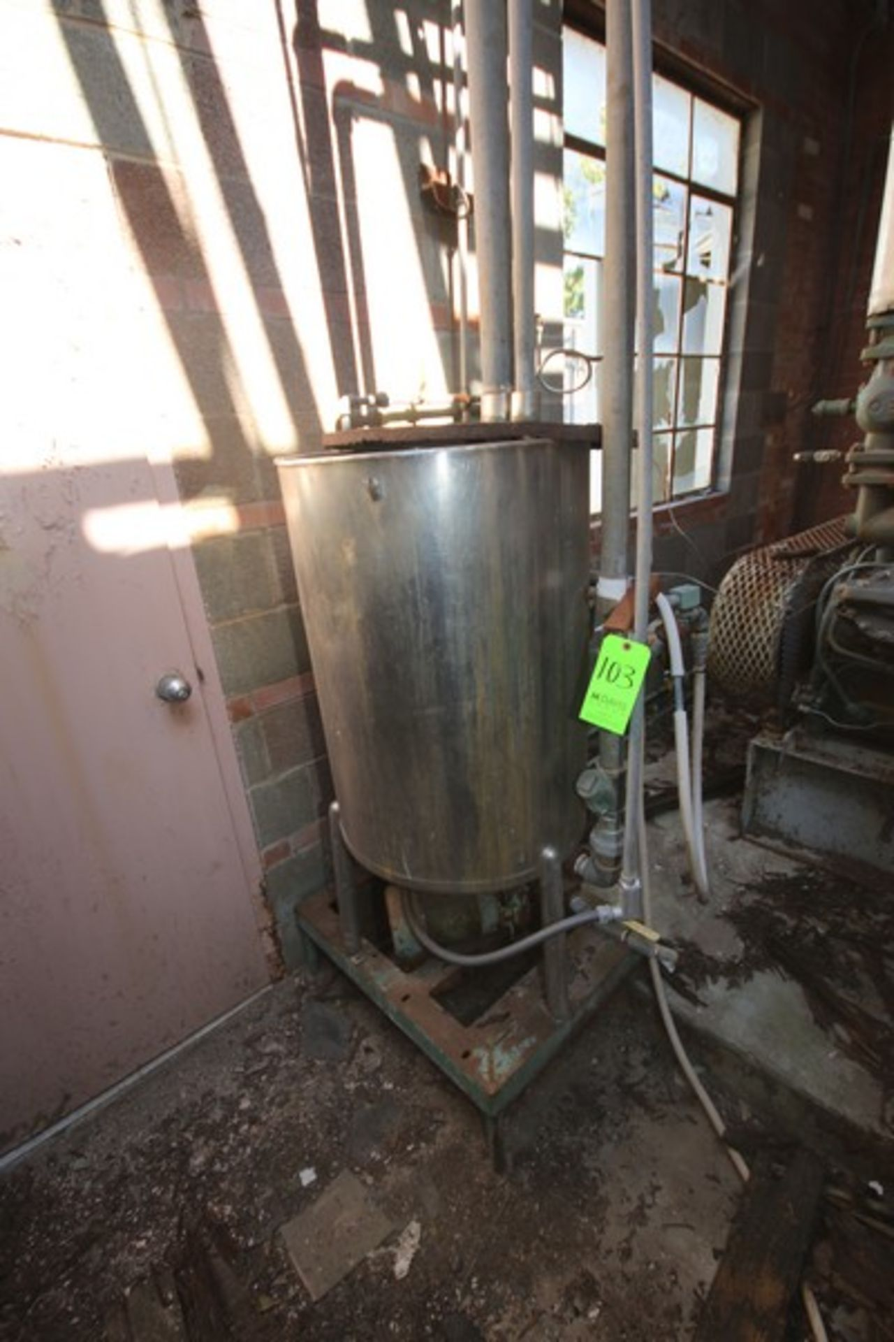 """Aprox. 85 Gal. S/S Tank, Tank Dims.: Aprox. 24"""" Diameter x 33"""" Straight Side (LOCATED IN Muenster,"""