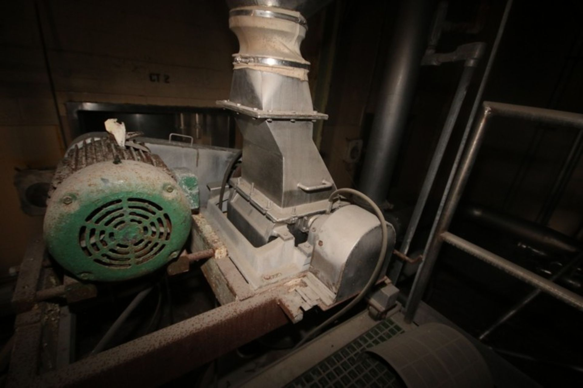 """Fitzpatrick Fitzmill, M/N DASO12, with Aprox. 36"""" Pedestal Sifter & Rotary Airlock Valve (LOCATED IN - Image 3 of 10"""