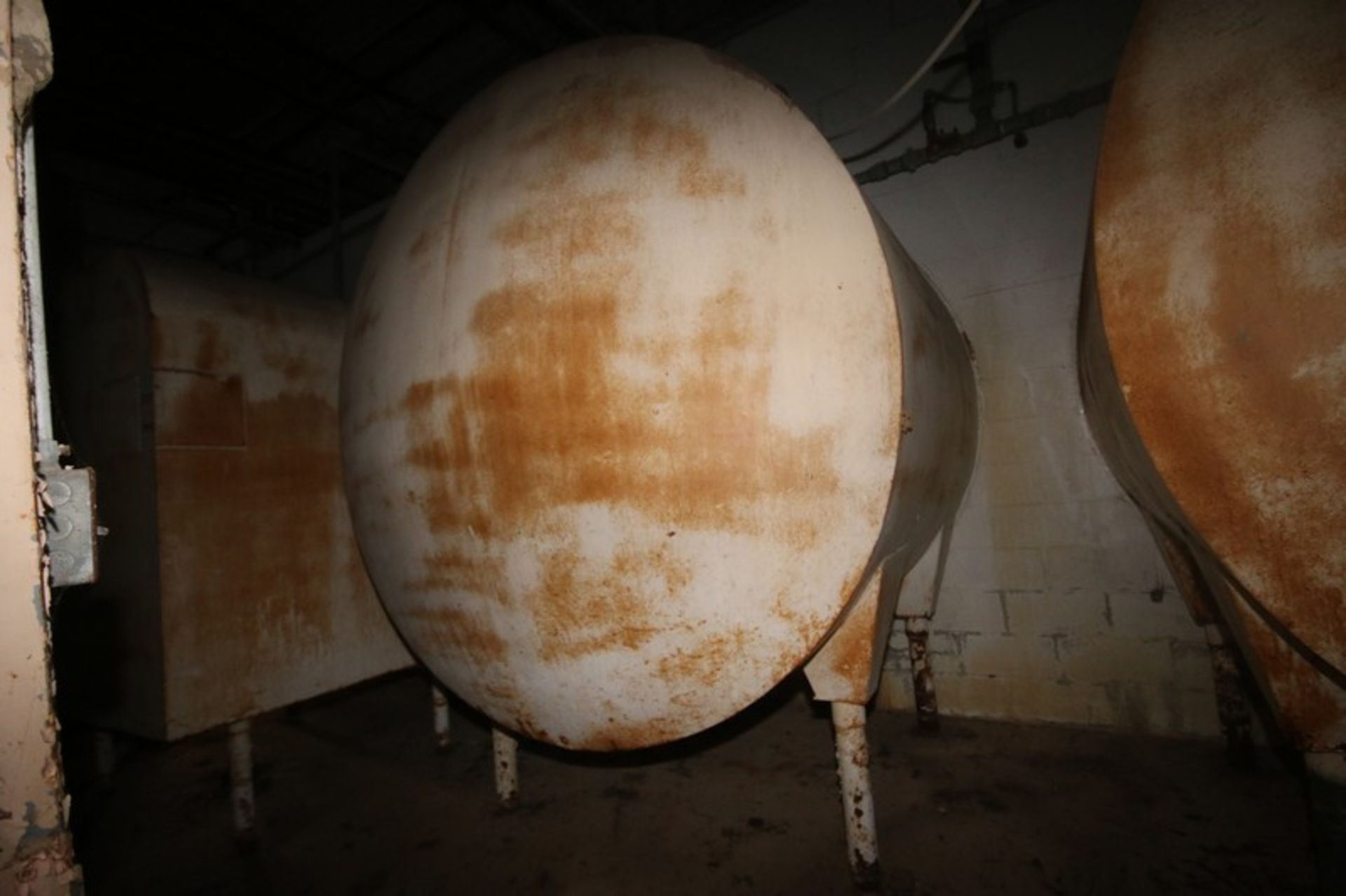 """Aprox. 1,750 Gal S/S Horizontal Tank, with Carbon Steel Sheathing, Dish Heads, Tank Dims.: Aprox 84"""" - Image 4 of 5"""