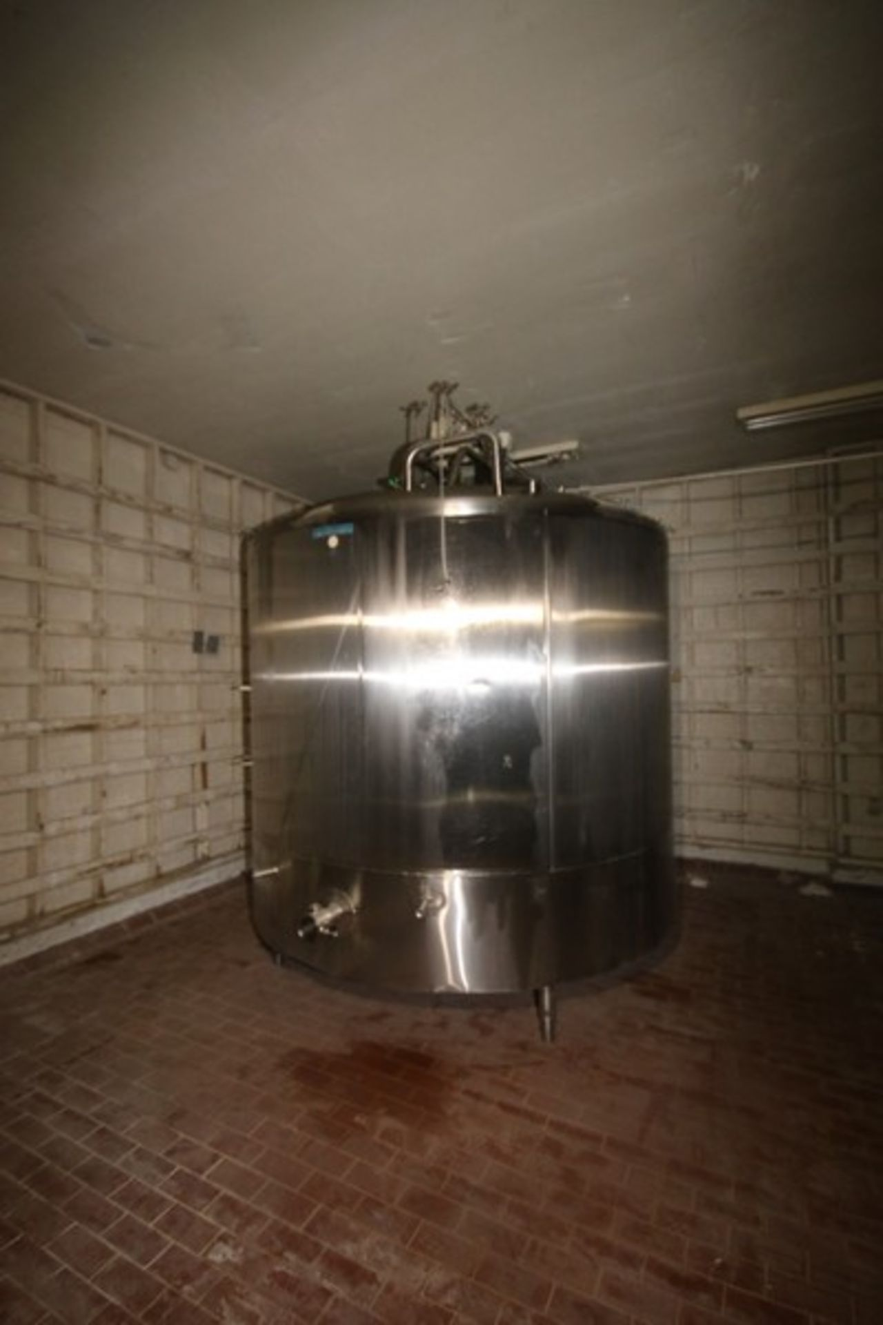 "Mueller Aprox. 2,000 Gal. S/S Processor, Processor Dims.: Aprox. 8' Diameter x 62"" Straight Side"