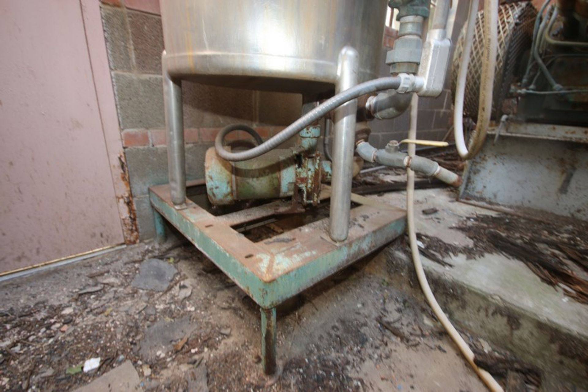 """Aprox. 85 Gal. S/S Tank, Tank Dims.: Aprox. 24"""" Diameter x 33"""" Straight Side (LOCATED IN Muenster, - Image 2 of 4"""