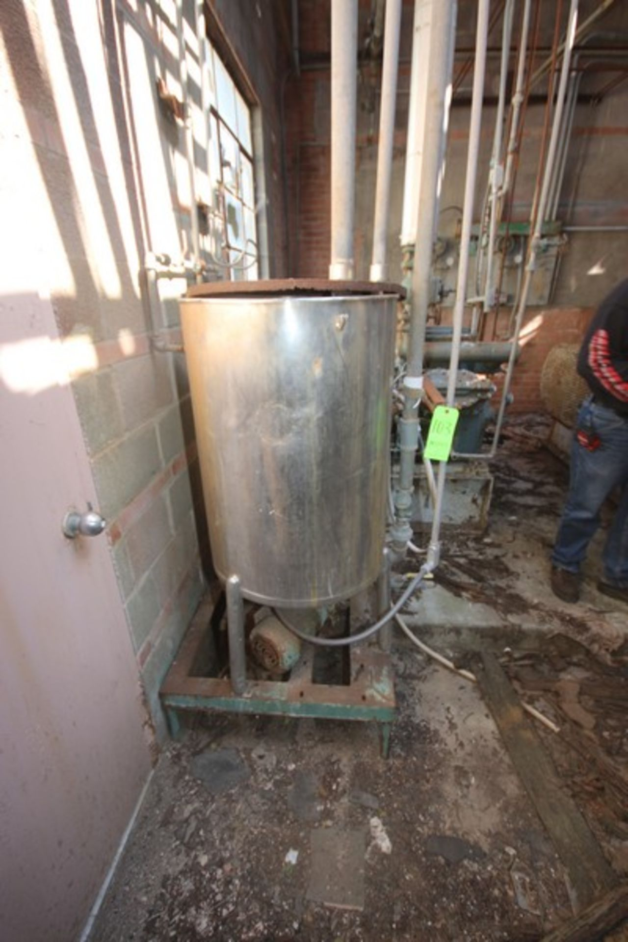 """Aprox. 85 Gal. S/S Tank, Tank Dims.: Aprox. 24"""" Diameter x 33"""" Straight Side (LOCATED IN Muenster, - Image 3 of 4"""