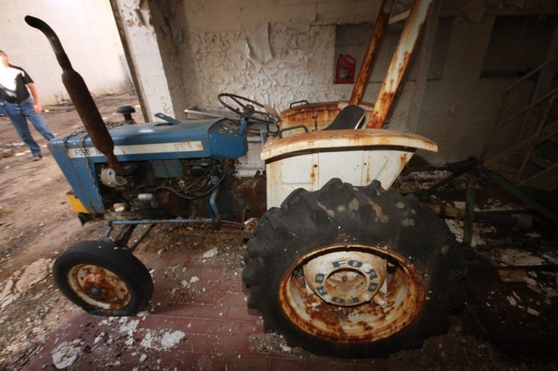 Ford 1000 Tractor with Rear Mower Attachment (LOCATED IN Muenster, TX) - Image 2 of 6