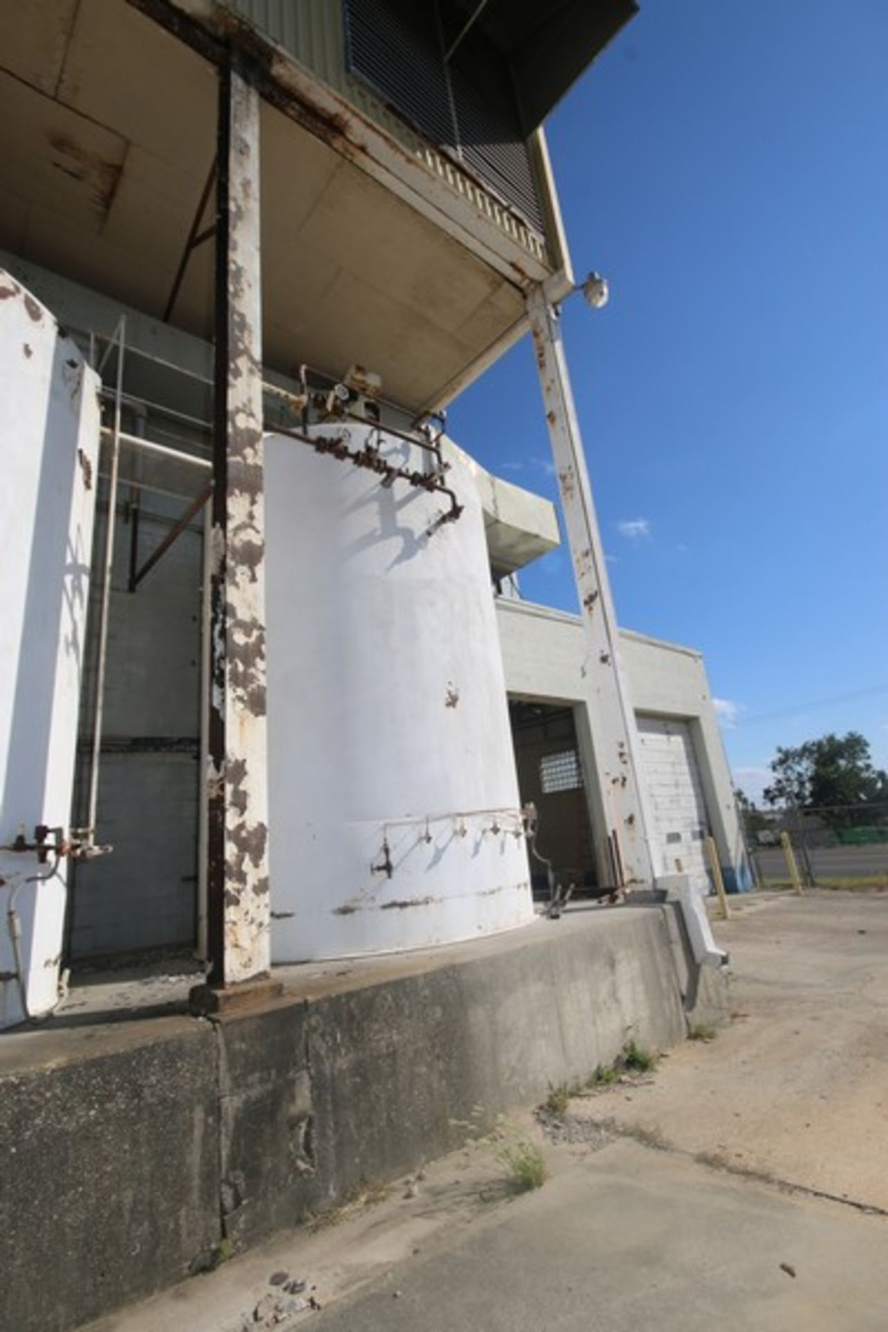 Mueller Aprox. 6,500 Gal. S/S Vertical Crystallizer, S/N 131825, Tank Dims.: Aprox. 9' Dia. x 14'