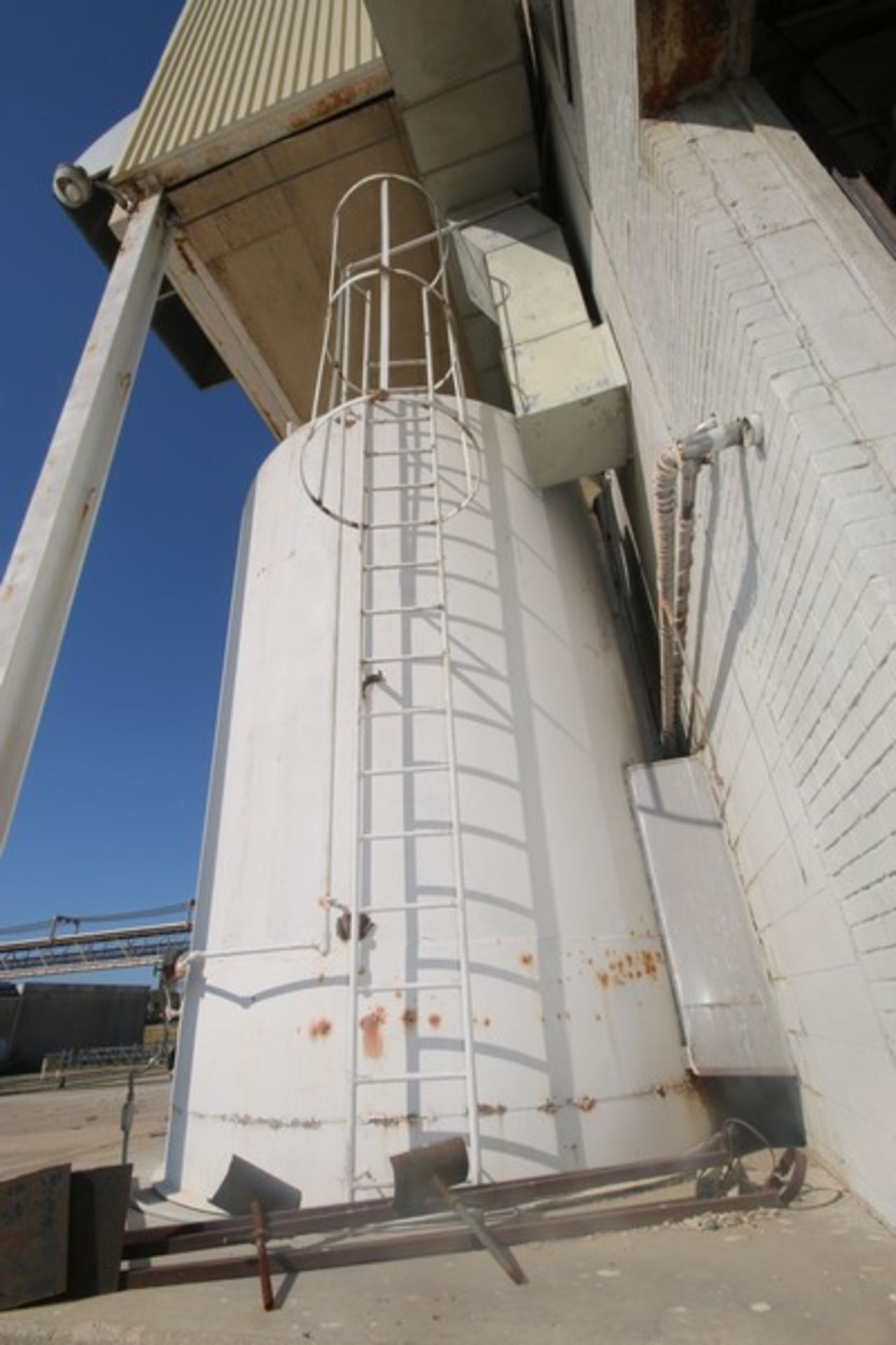 Mueller Aprox. 6,500 Gal. S/S Vertical Crystallizer, S/N 131825, Tank Dims.: Aprox. 9' Dia. x 14' - Image 3 of 12