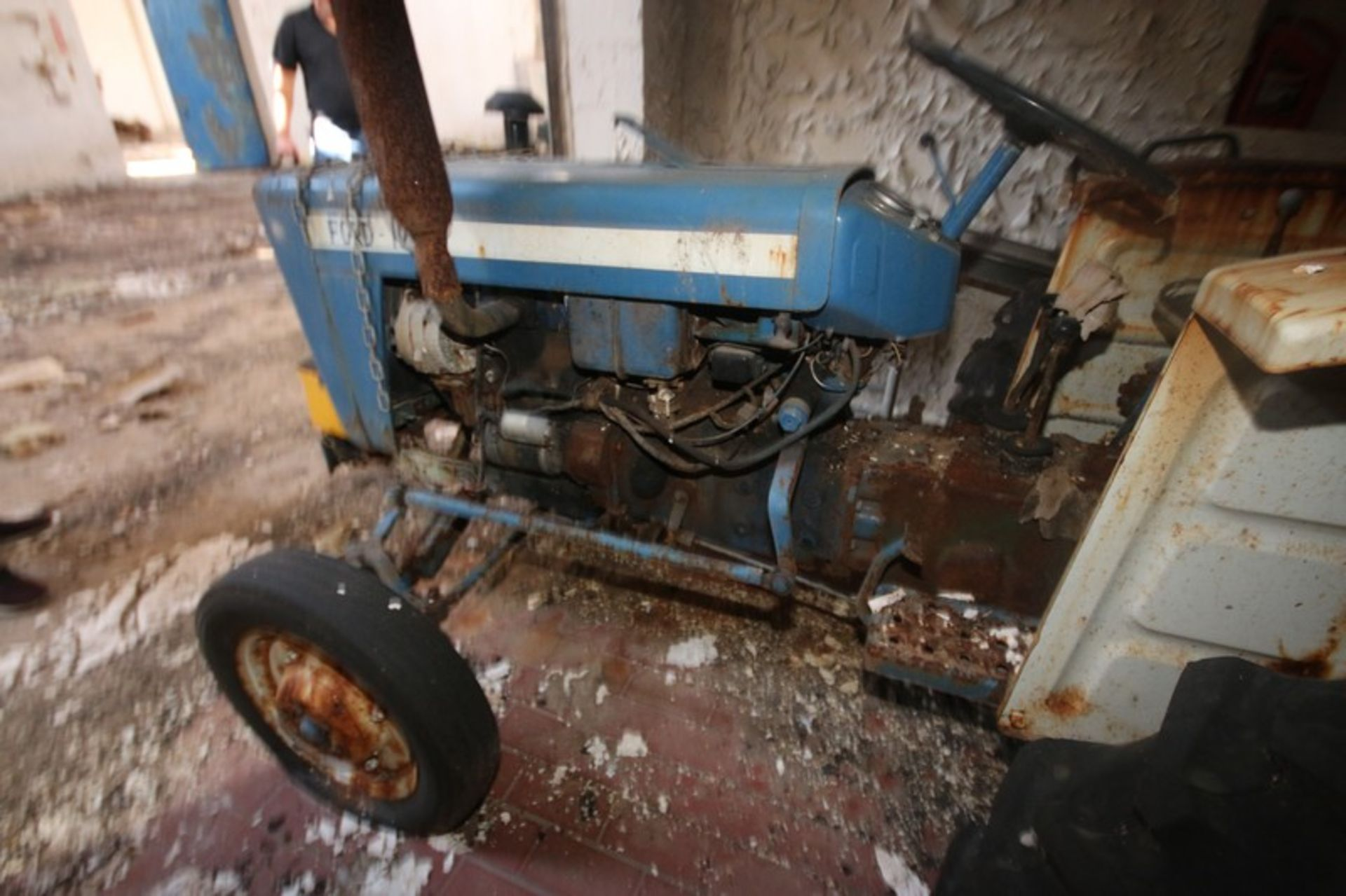 Ford 1000 Tractor with Rear Mower Attachment (LOCATED IN Muenster, TX) - Image 3 of 6