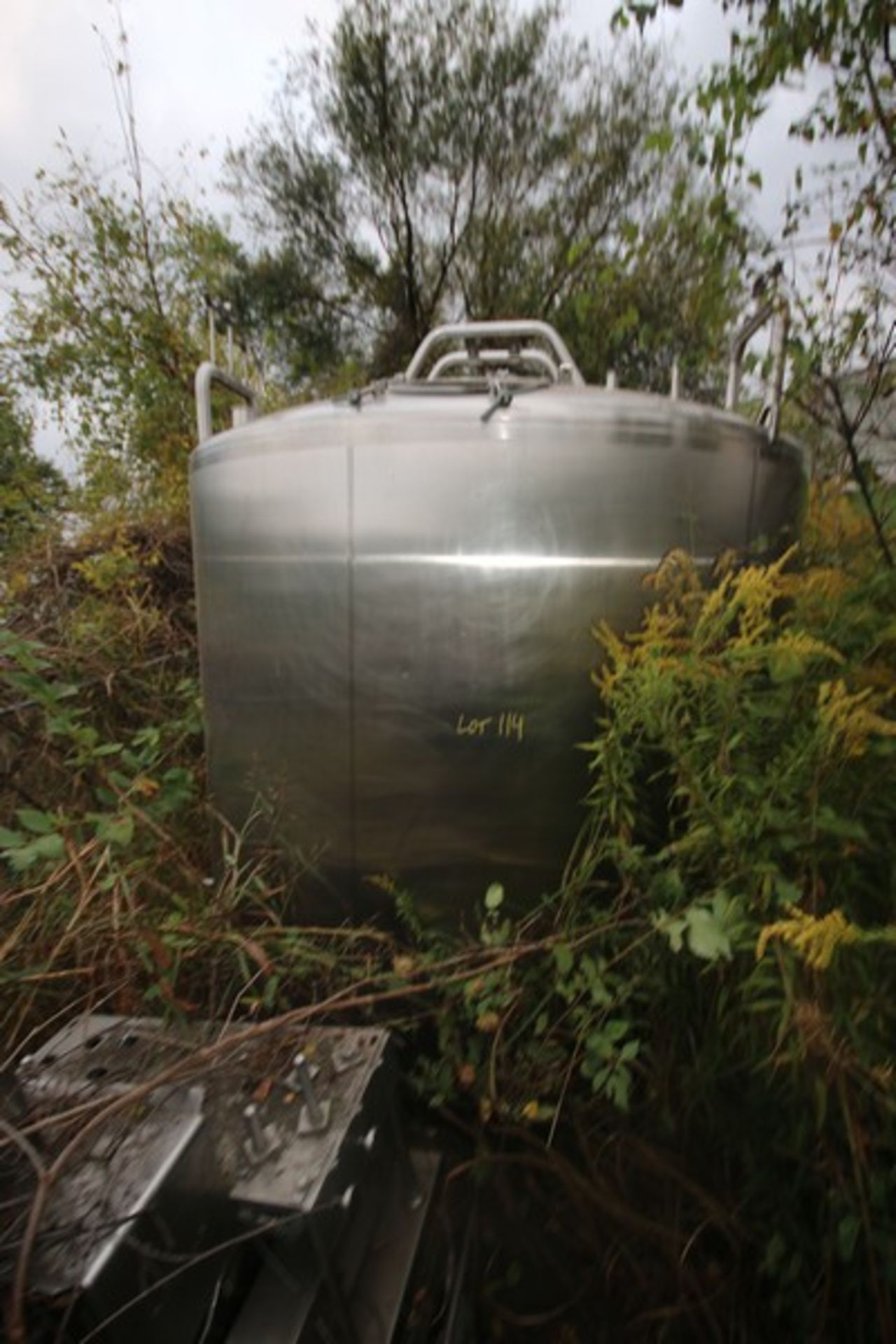 """Aprox. 2,300 Gal. S/S Processor, Tank Dims.: Aprox. 8' Diameter x 76"""" Straight Side. Dish Top, - Image 2 of 4"""