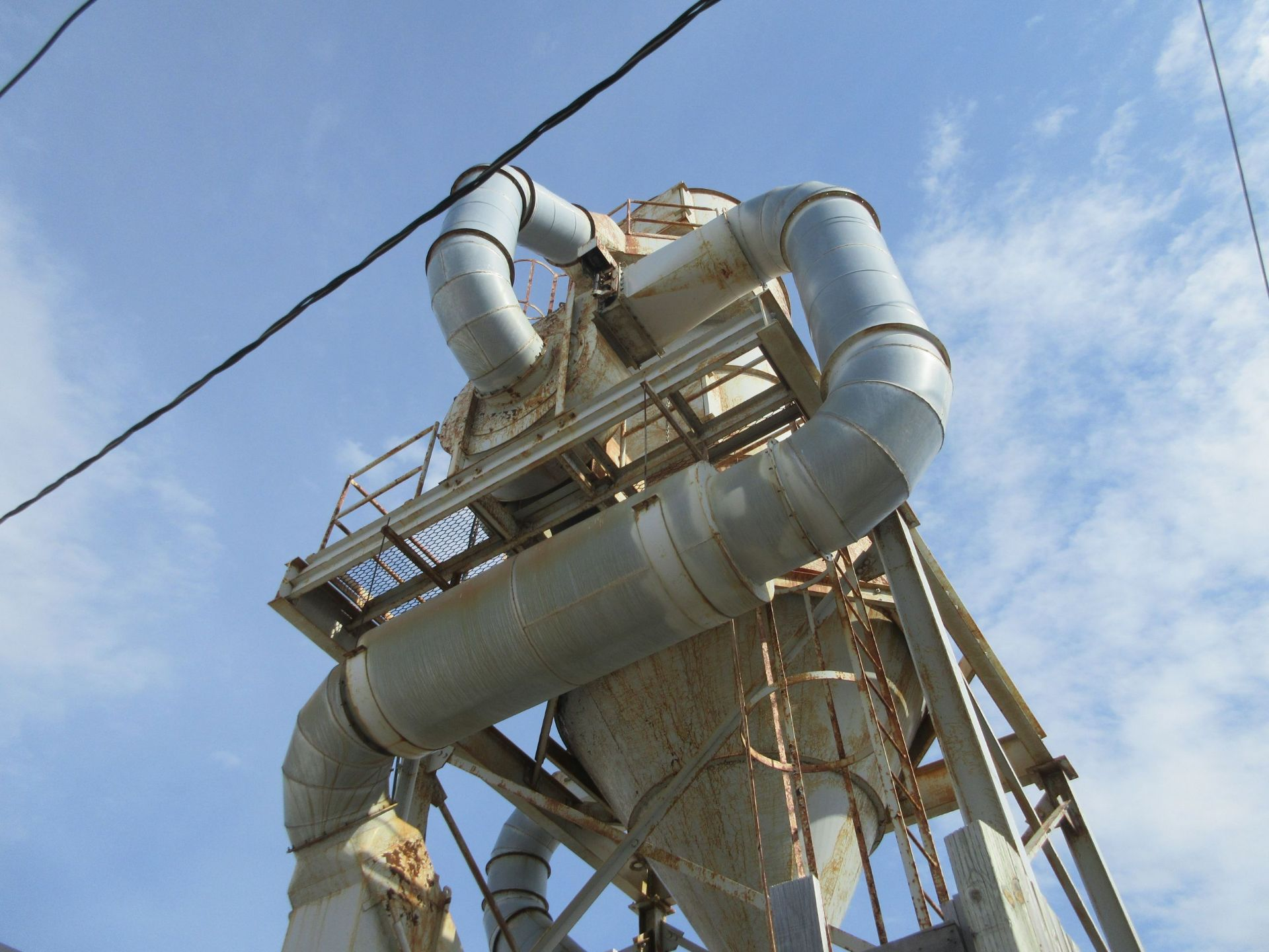 Lot 46 - ROUSSEAU dust collector c/w RDM 19.500 CFM-75H.P. motor RPM 1.780- all piping inside plant (