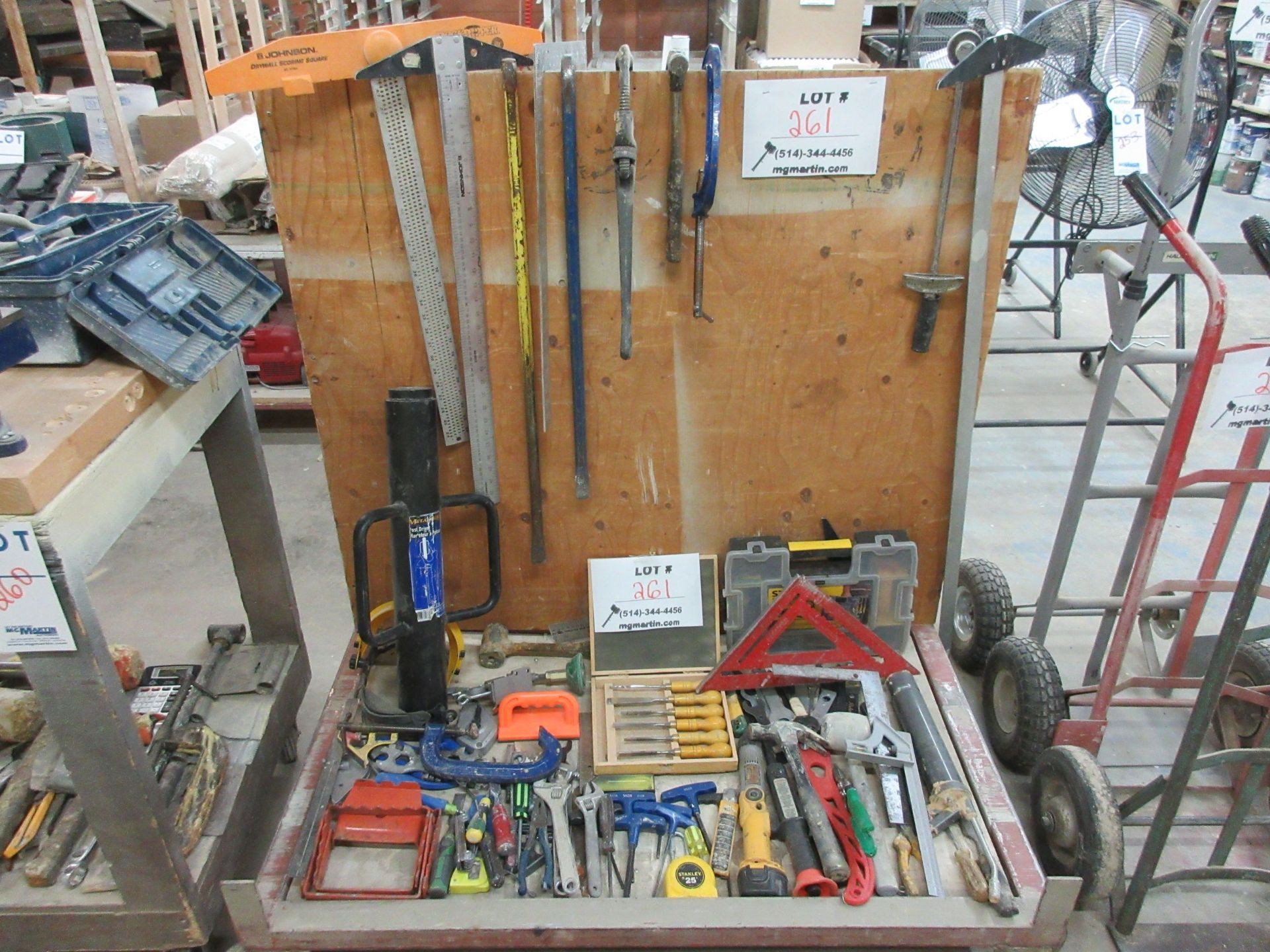 Lot 261 - LOT including assorted tools c/w stock cart on wheels