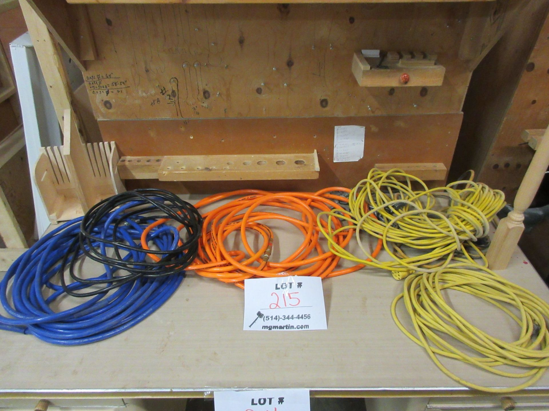 Lot 215 - LOT assorted air hoses & electrical extensions