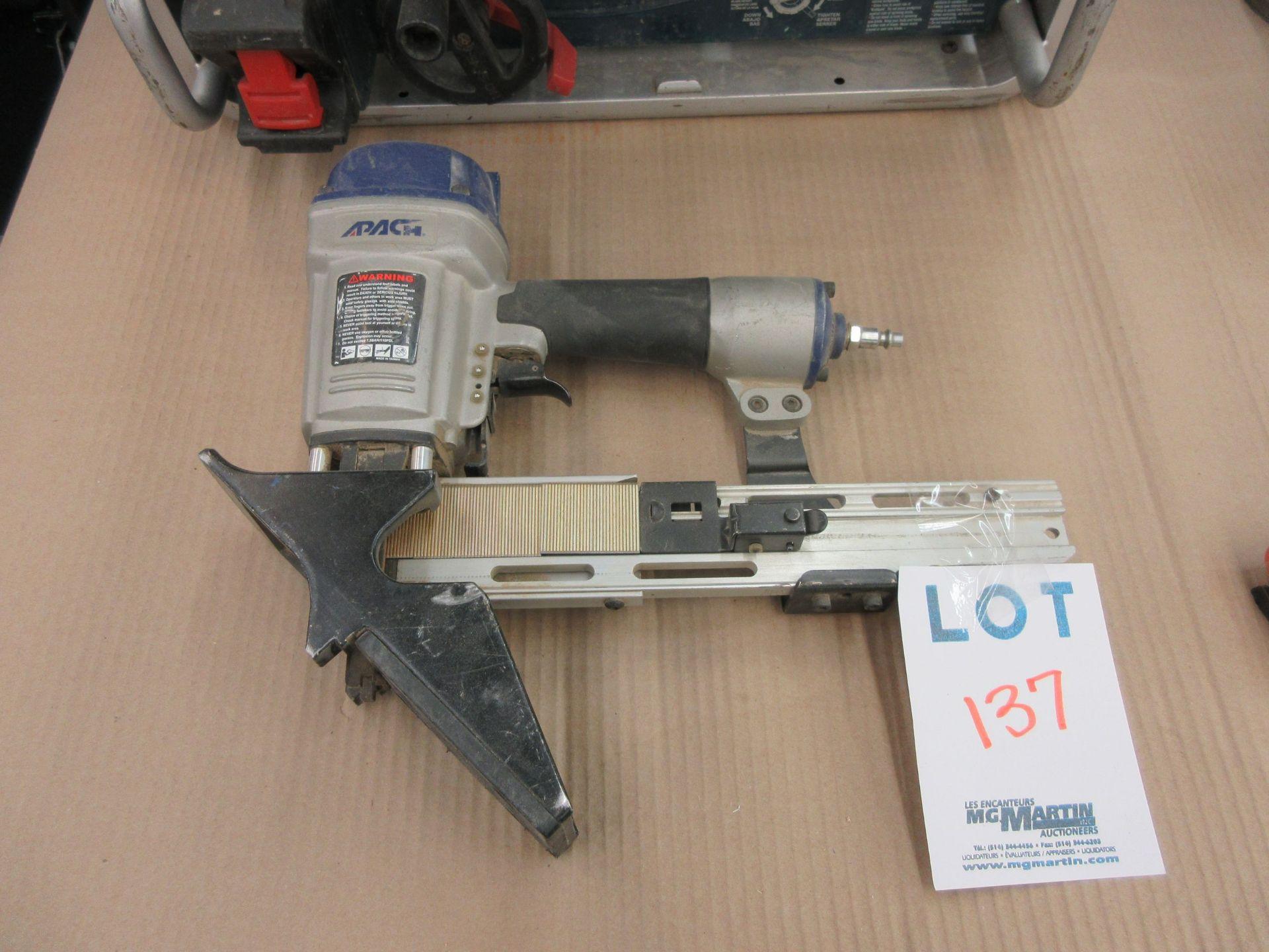 Lot 137 - APACH air stapler