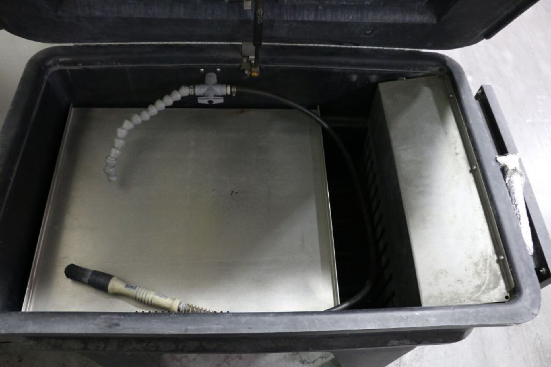 Lot 860 - Graymills PH822-A Parts Washer