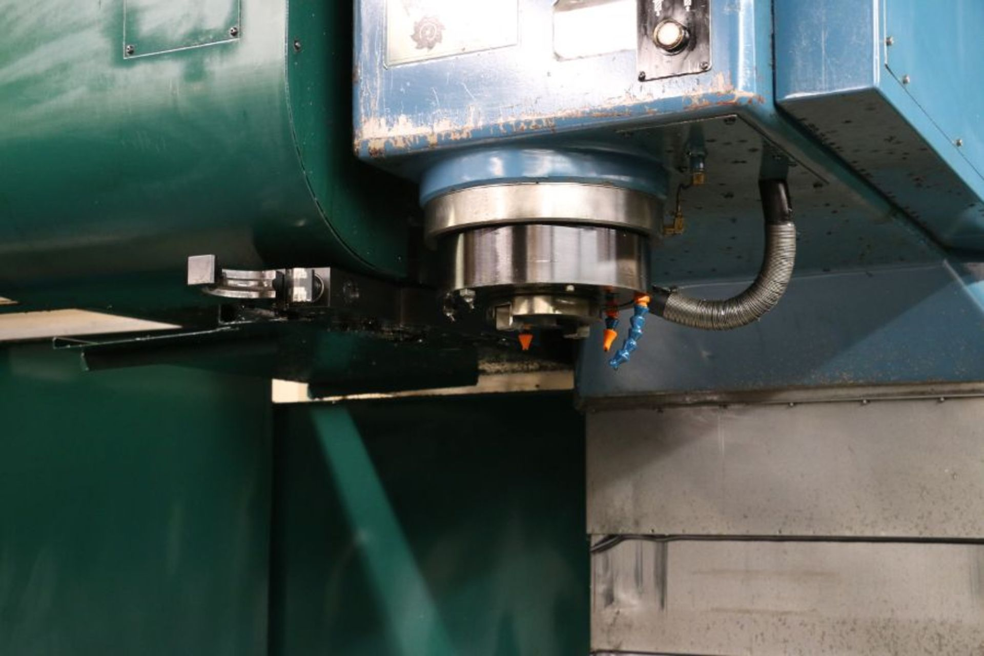 """Lot 333 - Kasuga Quantum Q-2000V 4-Axis, Fanuc 18iM Control, 80""""x30""""x20"""", 6K RPM, 50 Taper, 40 ATC, 30HP, s/n:"""