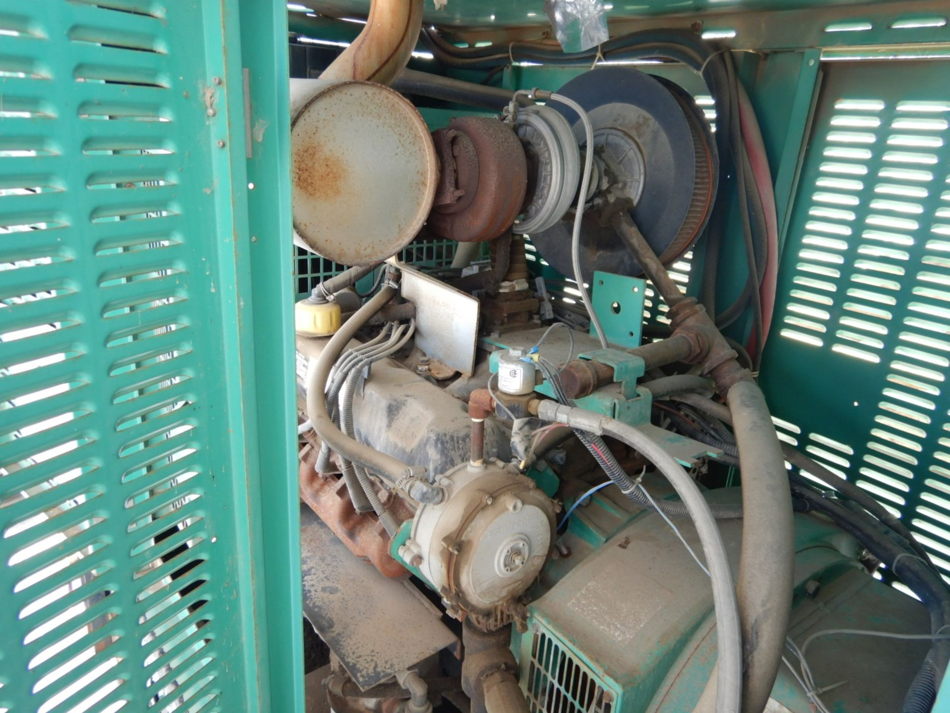 Lot 9 - ONAN SKIDDED STAND BY POWER ENGINE W/FORD Ng ENGINE, MODEL 80GGHC, 80 KVA, 1/3 PHASE,