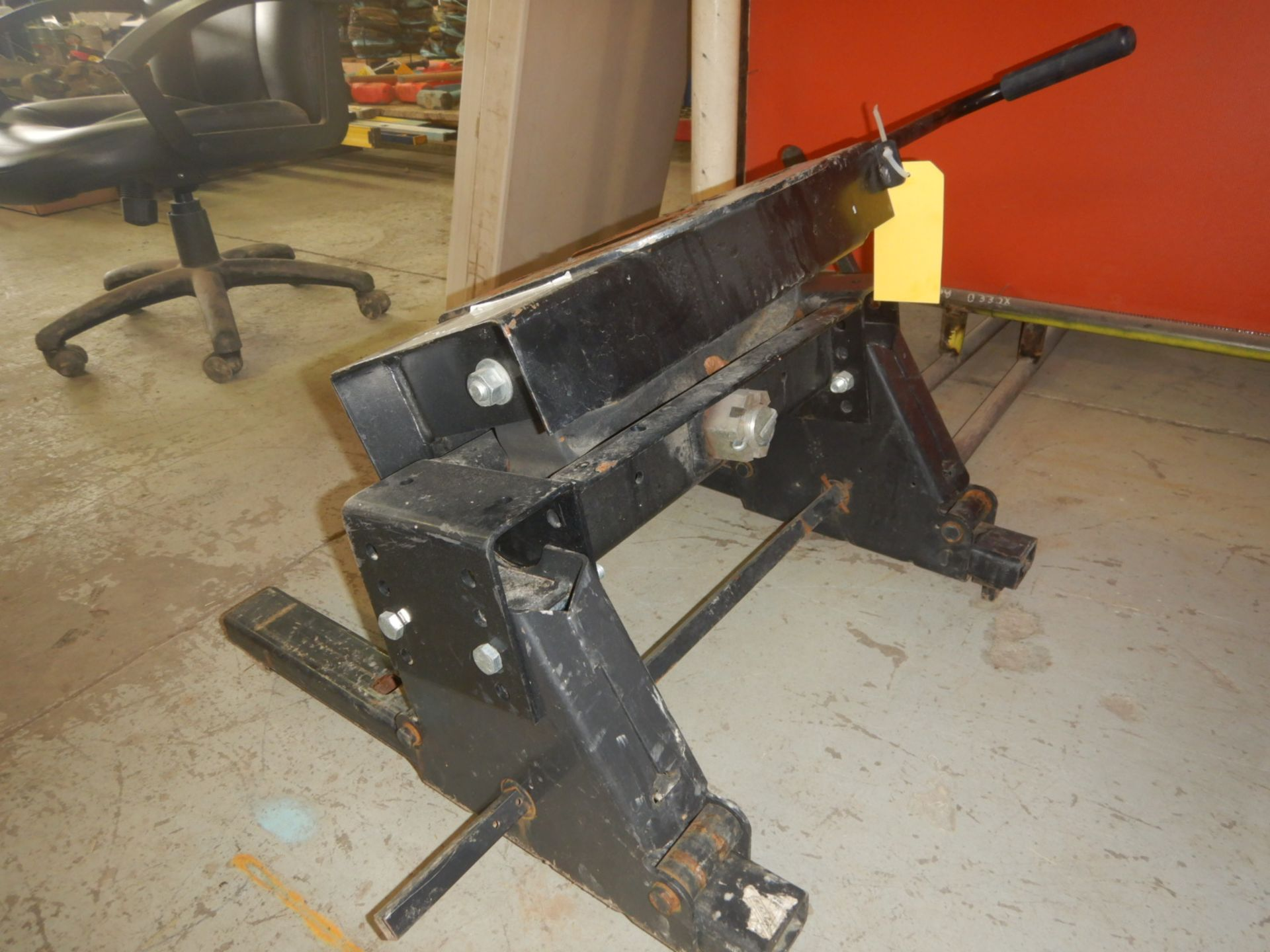 Lot 1323 - PRO SERIES 20K 5W HITCH FOR PU - ROLLER TYPE, NO RAILS