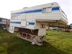 OKANAGAN TRUCK CAMPER - 10 1/2 FT 1976 MODEL 10676, S/N 7J11335