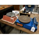 L/O TABLE TOP RECORD PLAYERS & PHONOGRAPH INCL. RCA RECORD PLAYER, CARRON PHONGRAPH, & TABLE TOP
