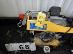 1320 LB ELECTRIC CABLE HOIST C/W HAND CONTROL, 660 LB CAPACITY, HEIGHT: 18/38 FT 110V