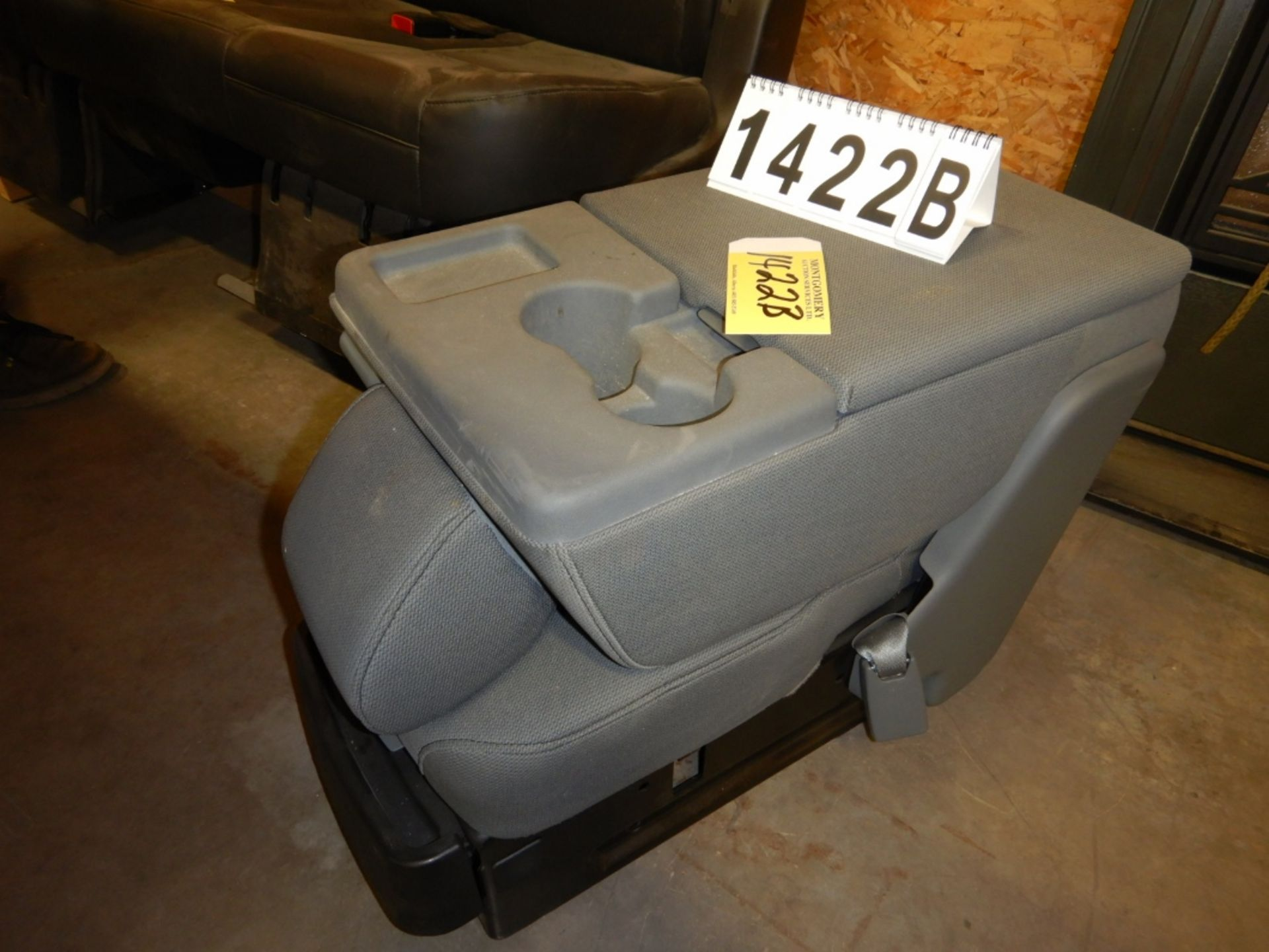 Lot 1422b - CONSOLE FOR VEHICLE