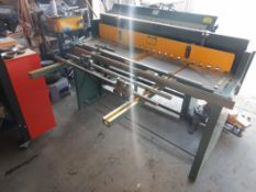 "BUSY BEE PRECISION FOOT SHEAR, 52""X16 GA S/N 111117, USED ONCE. LOCATED @ MORNINGSIDE. TO VIEW"