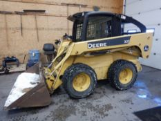 "JOHN DEERE 325 SKID STEER W/ 79"" SMOOTH BUCKET S/N T00325A124957, 2525 HRS SHOWING"