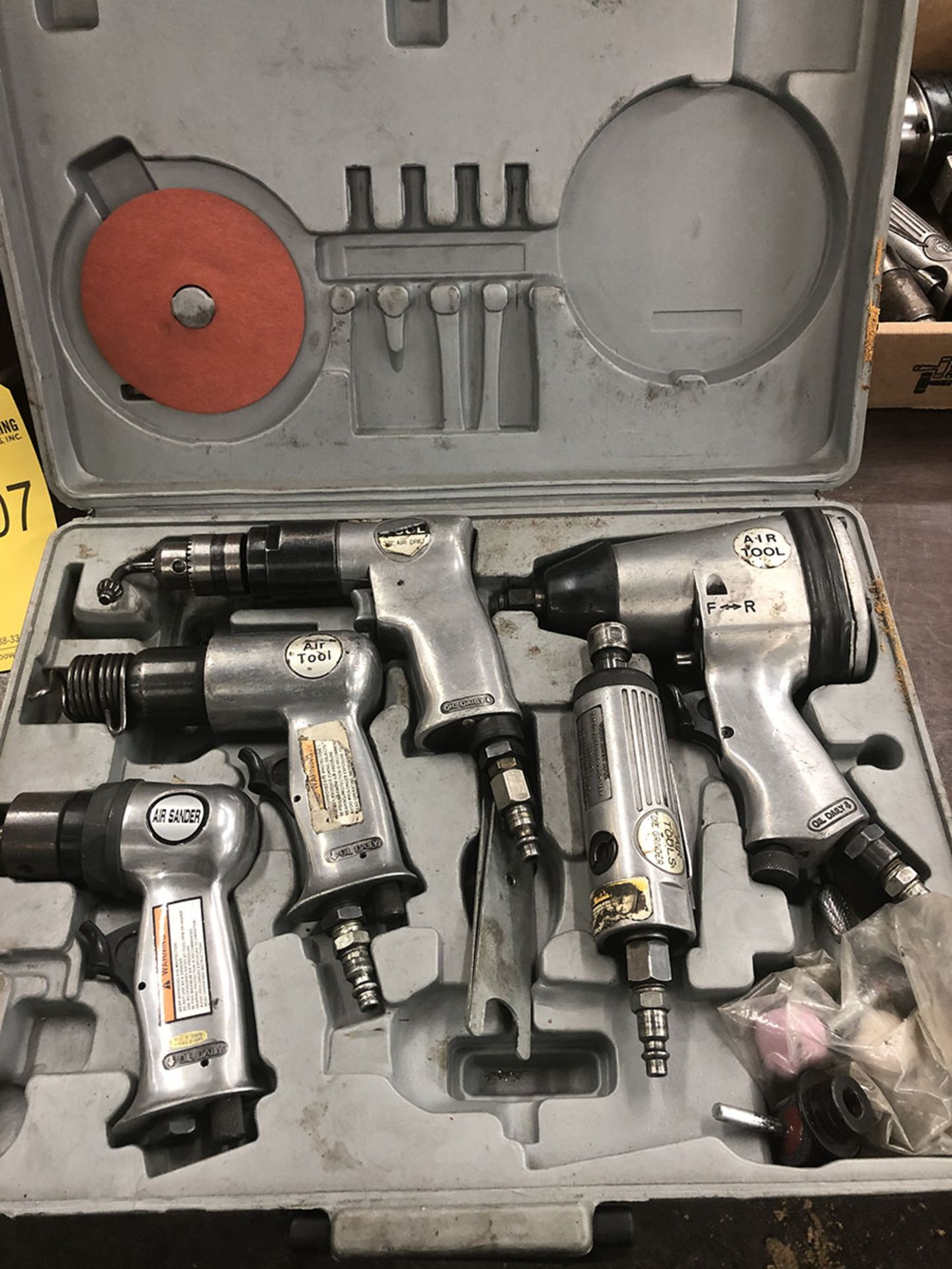 Lot 8 - 5-TOOL PNEUMATIC KIT; GRINDER, SANDER, 3/8'' DRILL, 1/2'' IMPACT WRENCH, AND AIR HAMMER