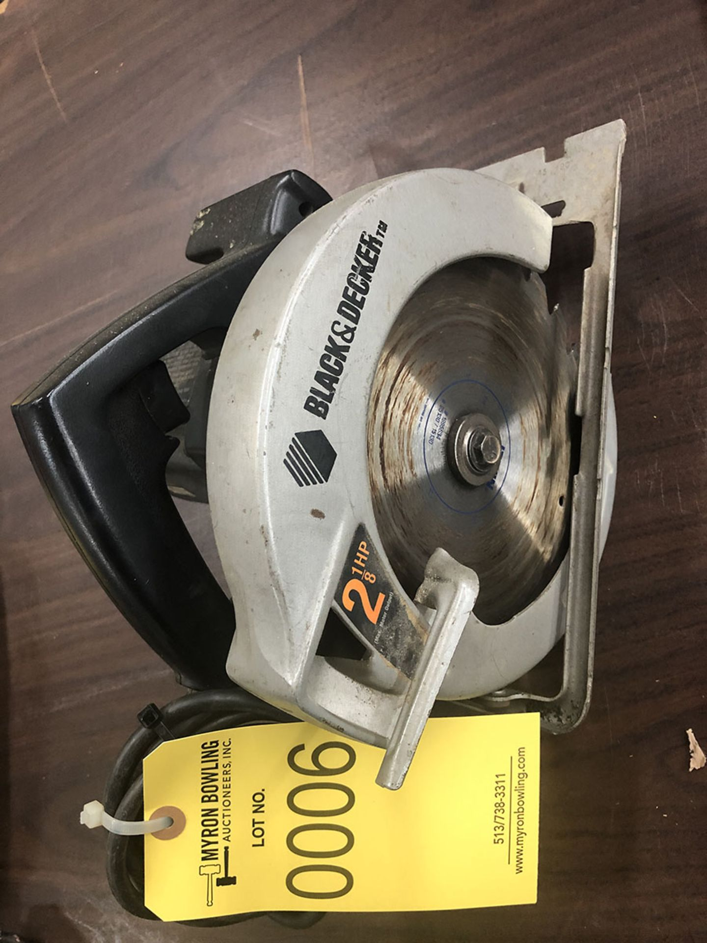Lot 6 - BLACK & DECKER ELECTRIC 7 1/4'' CIRCULAR SAW; 5,300 RPM, 2 1/8 HP