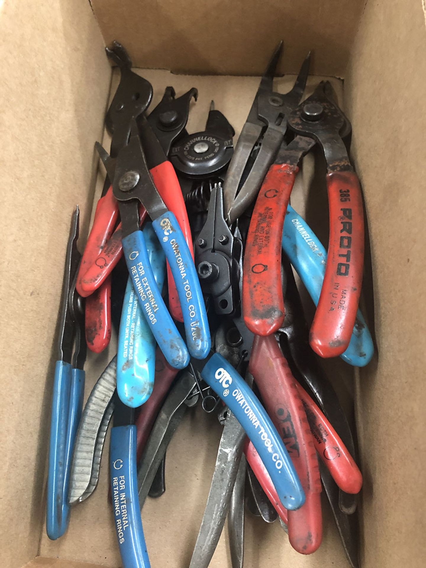 Lot 12 - LOT OF RETAINING RING PLIERS
