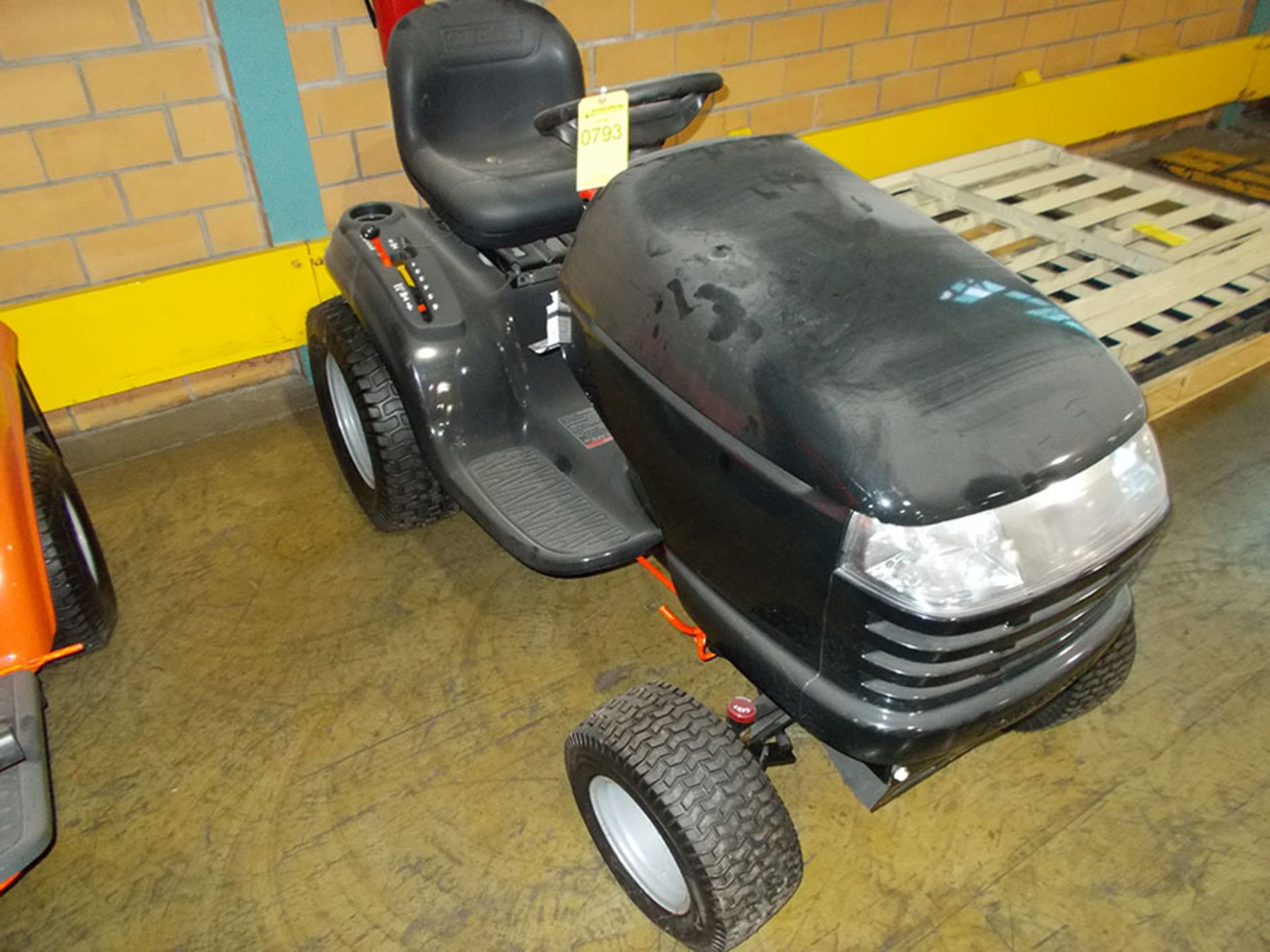 Lot 793 - CRAFTSMAN RIDING LAWNMOWER (OUT OF SERVICE)