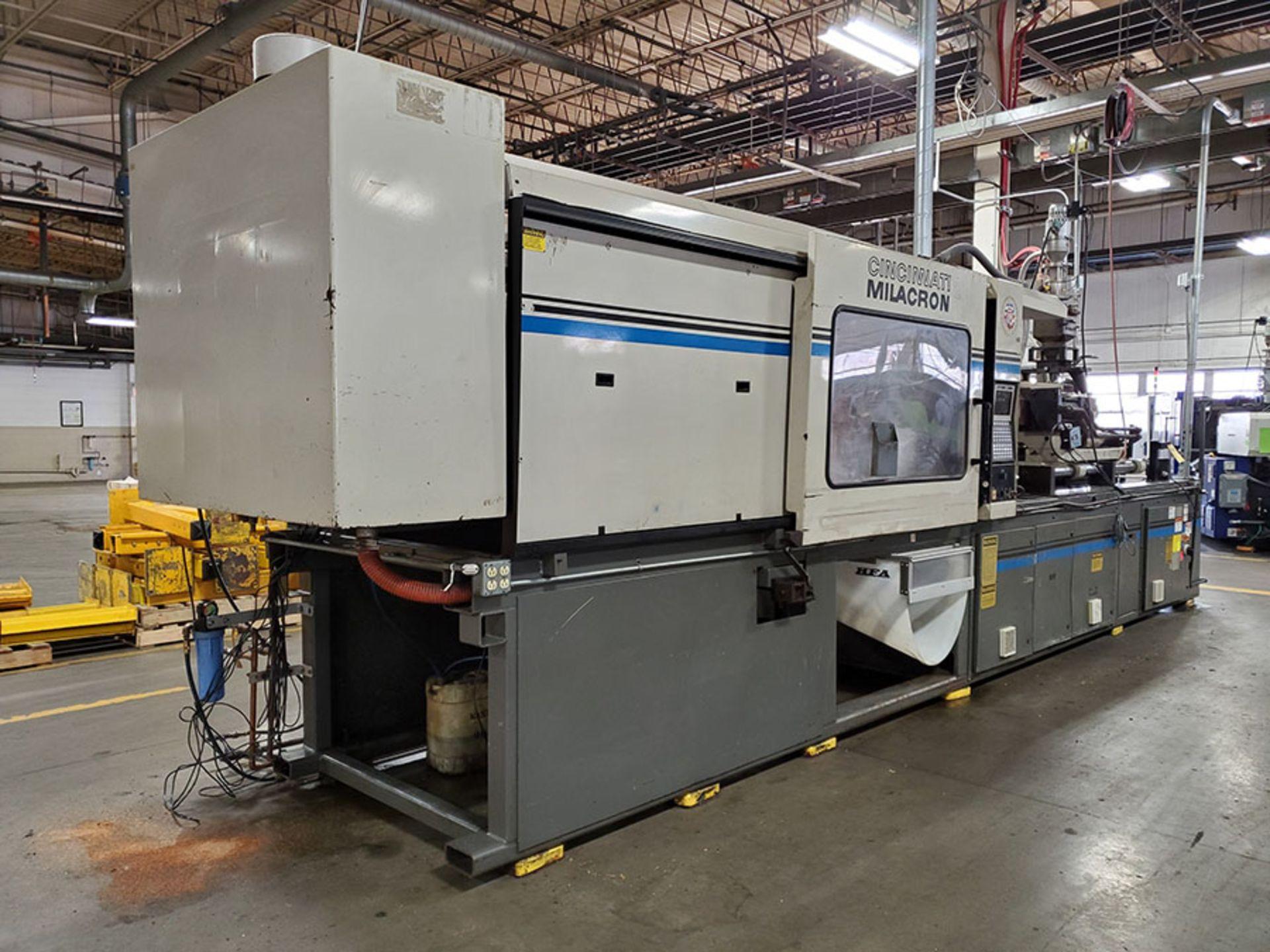 Lot 167 - 1994 CINCINNATI MILACRON 400-TON PLASTIC INJECTION MOLDING MACHINE; MODEL VH-400-29, S/N