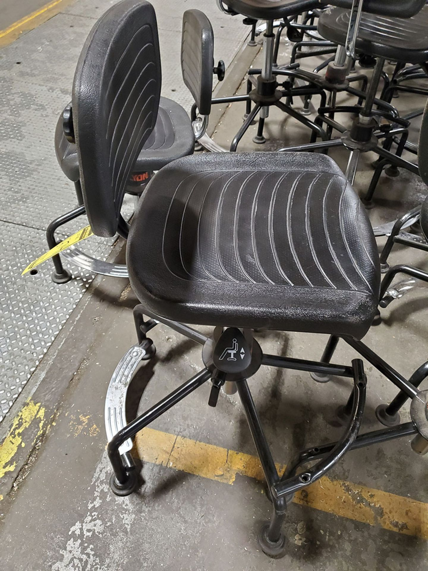 Lot 274 - LOT OF ASSORTED CHAIRS