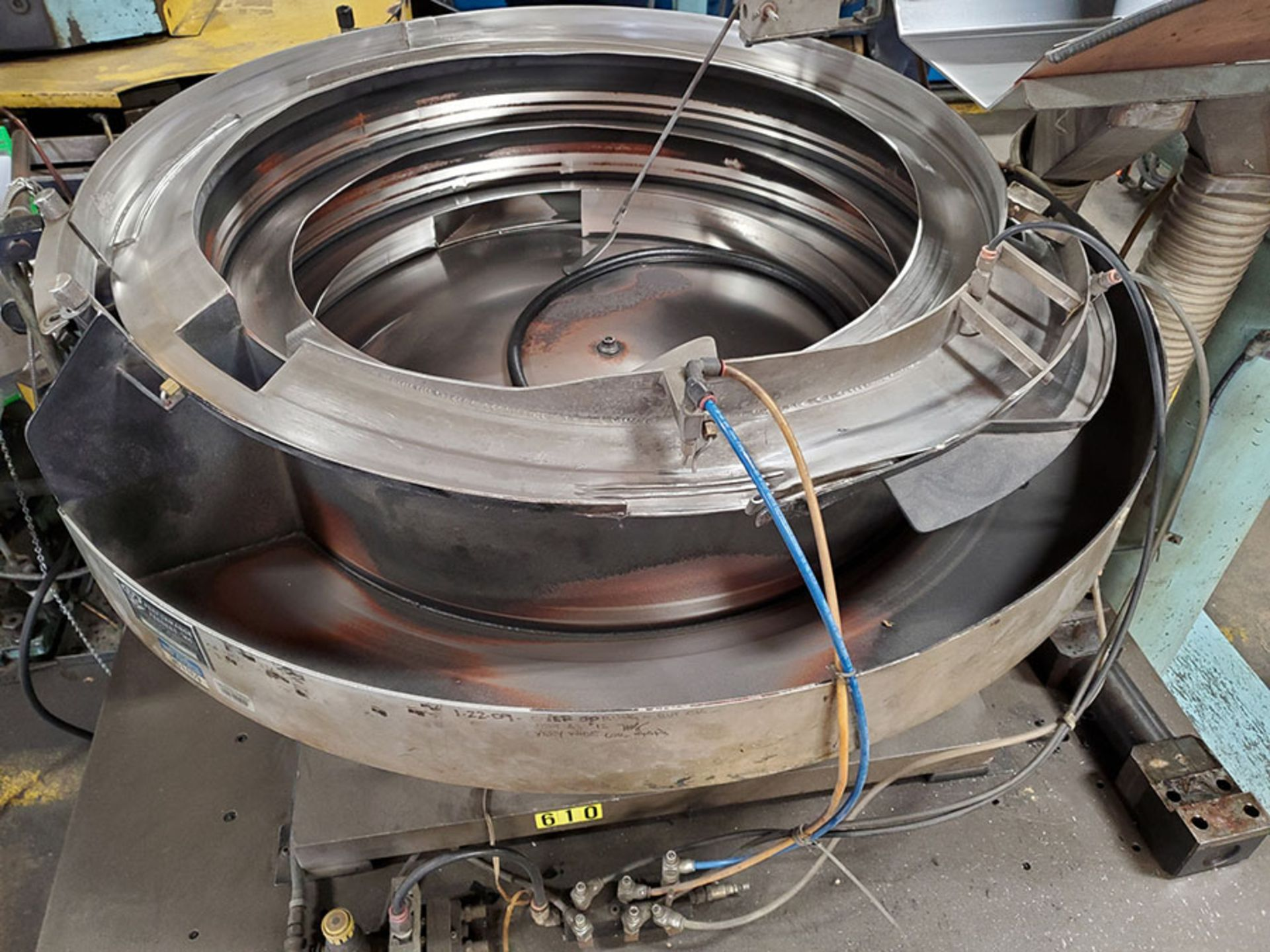 Lot 160 - LOT OF (3) PERFORMANCE FEEDERS; S/N F299100, F209099, 299101, BOWL FEEDERS