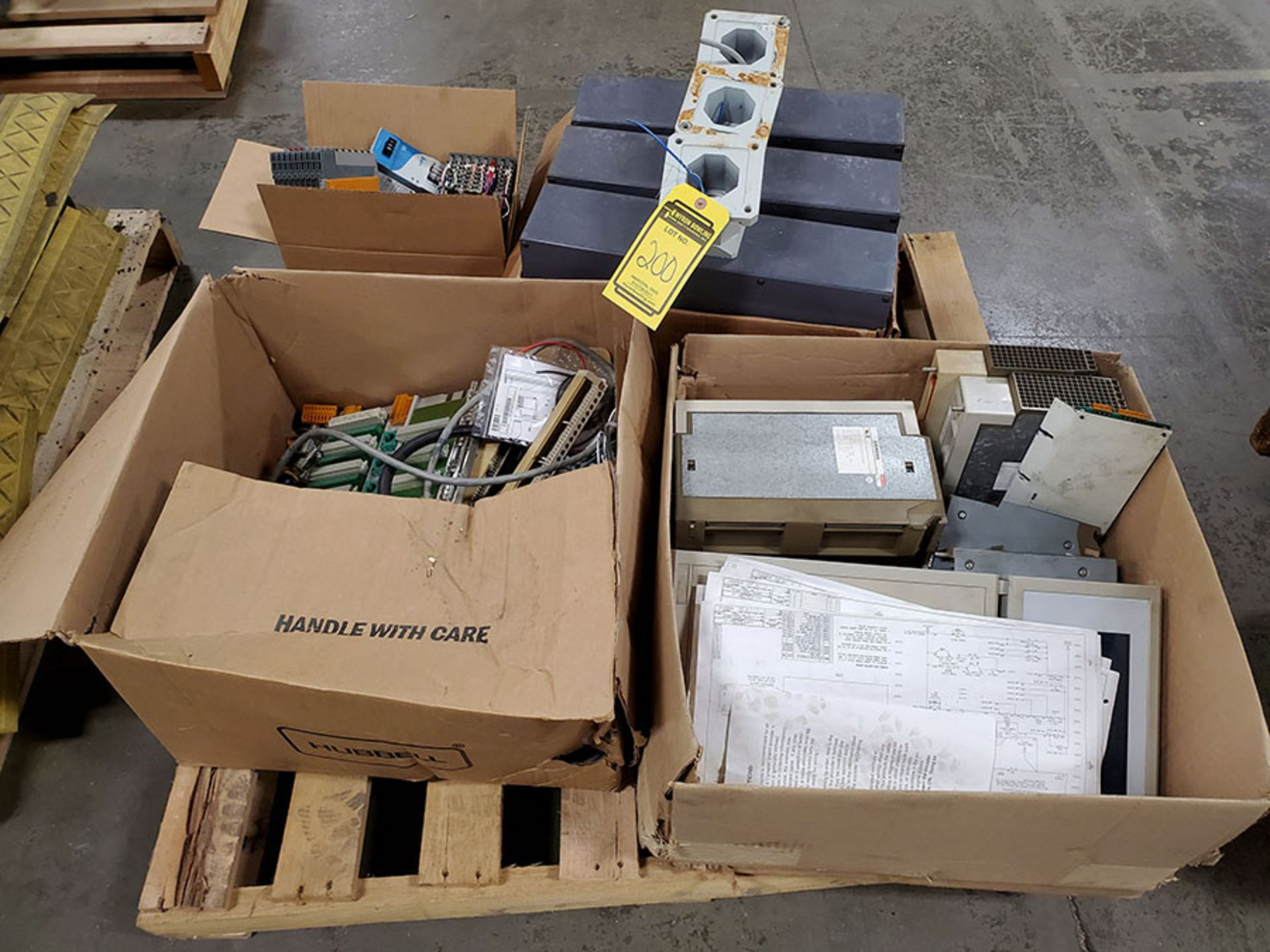 Lot 200 - SKID OF SIEMENS INJECTION MOLDING MACHINE PARTS; MOTHER BOARD, CPU CARD, INPUT & OUTPUT