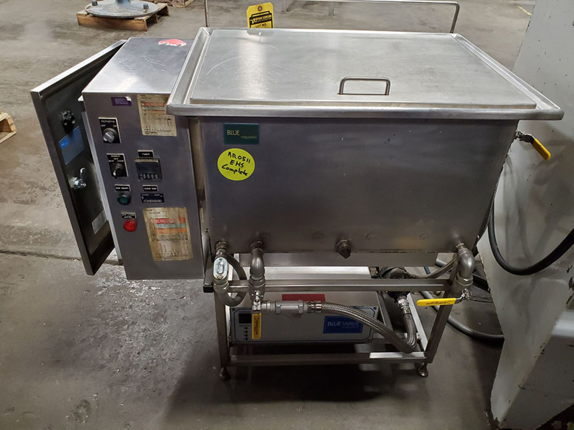 Lot 194 - RAMCO EQUIPMENT ULTRA SONIC CLEANER WITH PORTABLE WASH BAY
