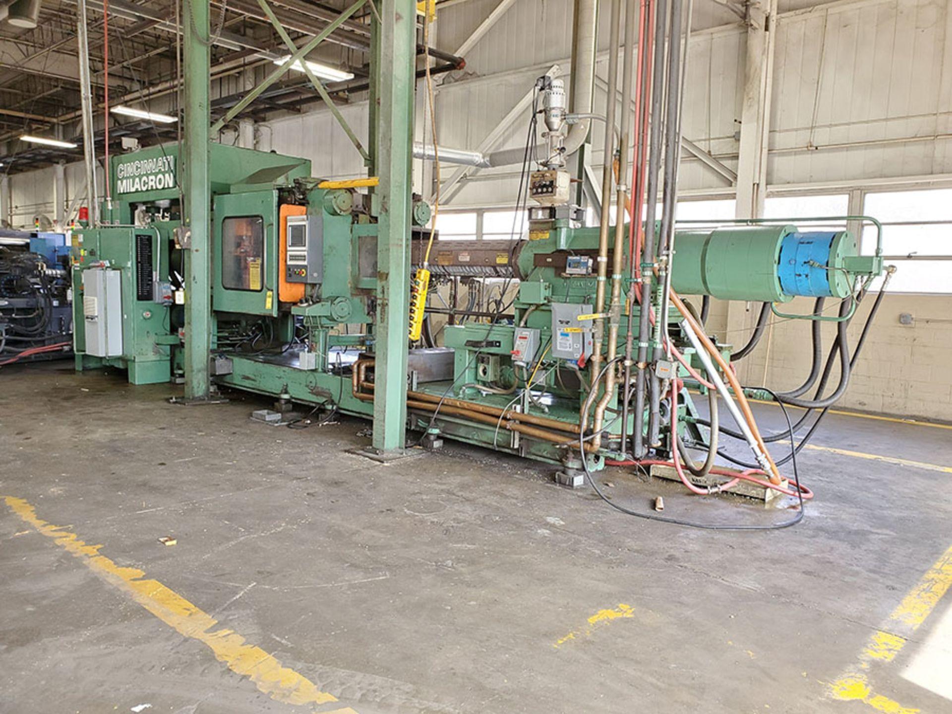 Lot 166 - CINCINNATI MILACRON PLASTIC INJECTION MOLDING MACHINE; 500-TON, MODEL 500-70, S/N 4025A21/85-38,