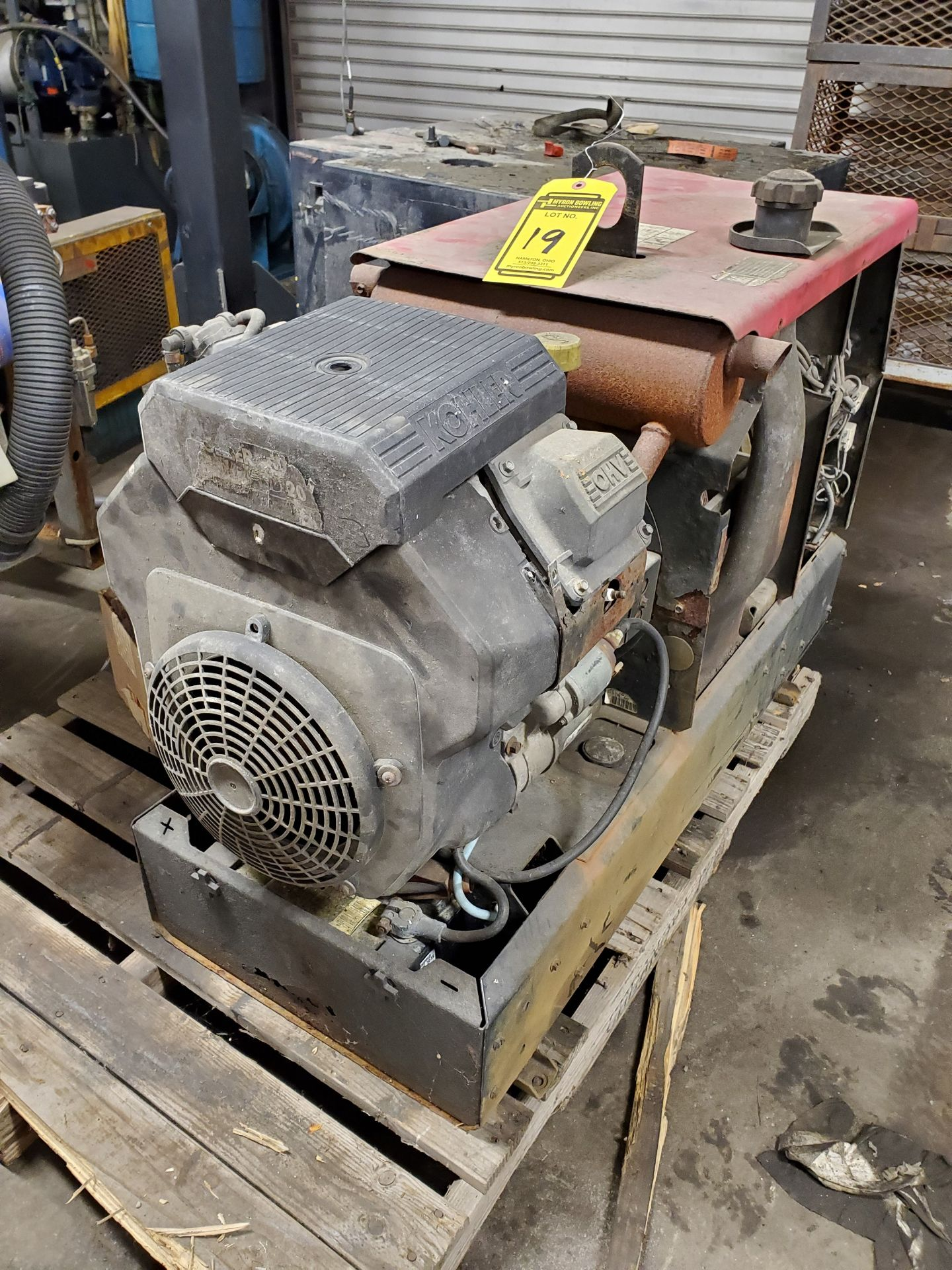 Lot 19 - LINCOLN ELECTRIC RANGER 10,000 GAS POWERED WELDER/GENERATOR, (4) 120 V., (1) 120/240 V. OUTLETS, 991