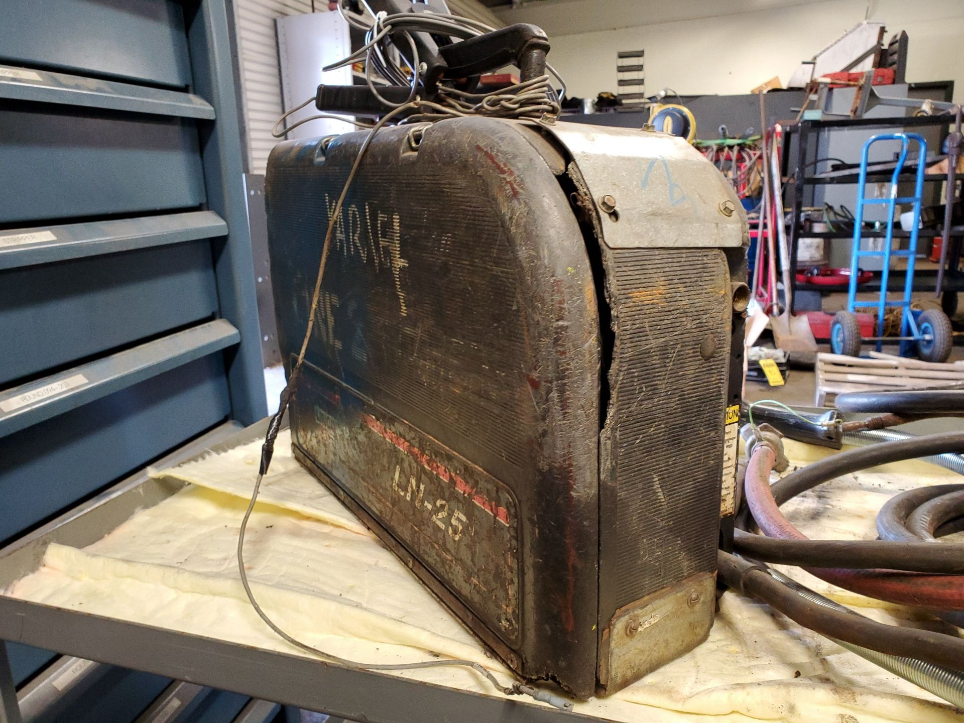 Lot 18 - MILLER AUTO INVISION II WELDING POWER SOURCE W/ LINCOLN ELECTRIC LN-25 WIRE WELDER W/ LEADS, S/N