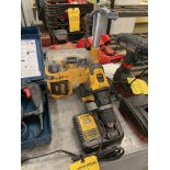 DEWALT CORDLESS DUST EXTRACTOR AND DRILL WITH CHARGER