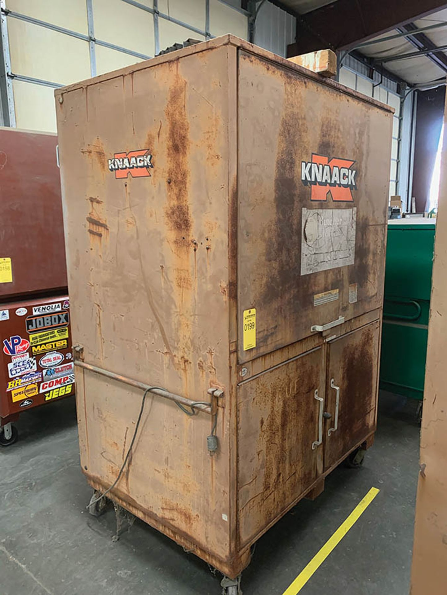 Lot 199 - KNAACK TRIPLE DOOR TOOL BOX ON CASTERS