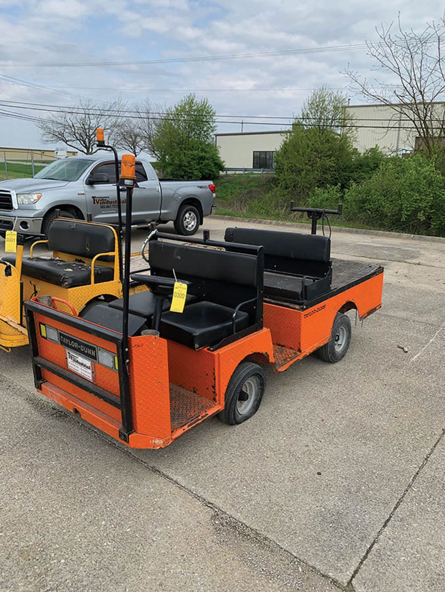 Lot 300 - TAYLOR-DUNN 4-SEATER RIDE-ON FLATBED CART, (2012), ELECTRIC, 883 HOURS, MODEL BO-210-36, S/N 187187