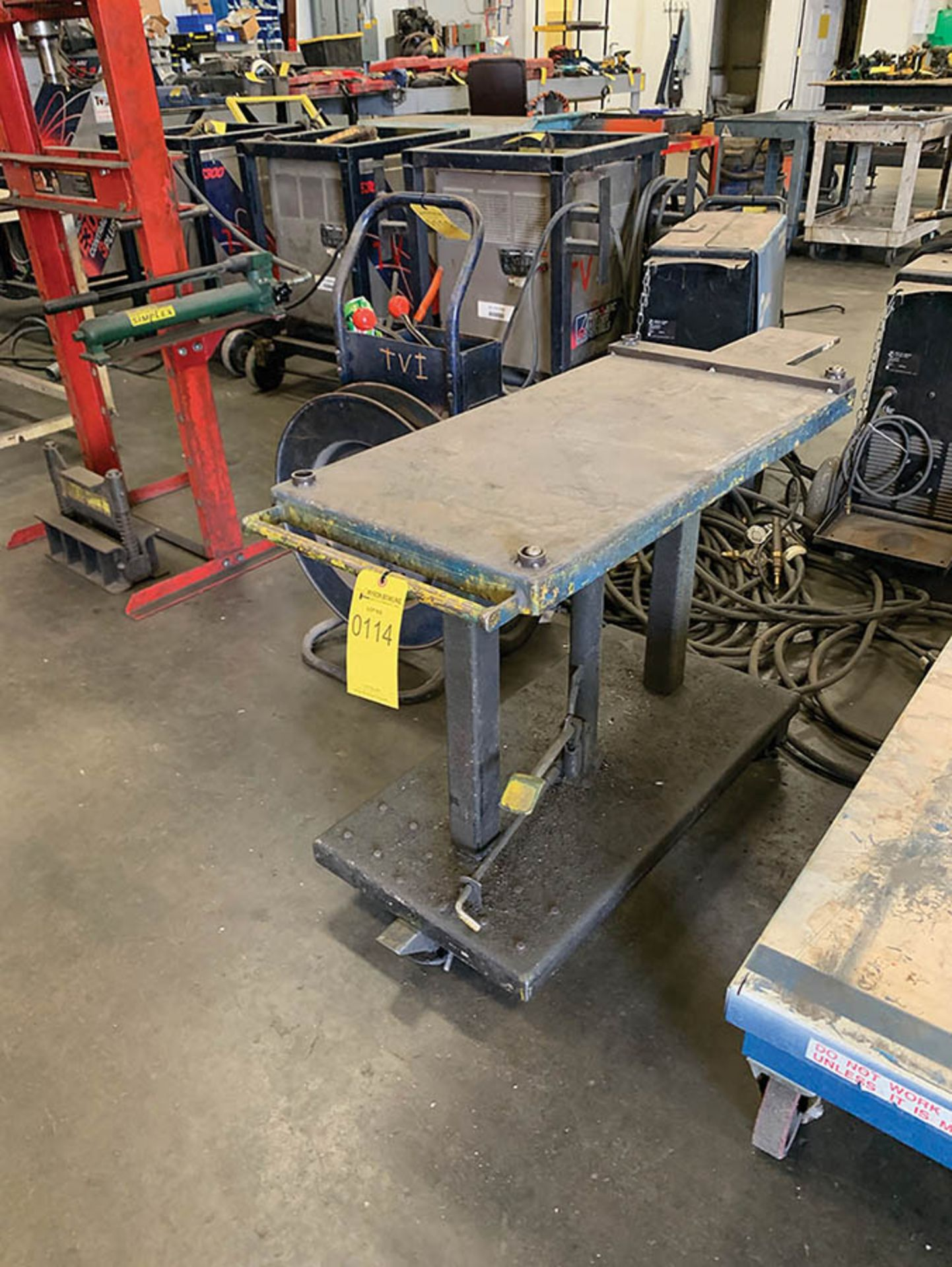 Lot 114 - HYDRAULIC ADJUSTABLE DIE CART