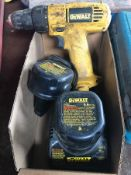 DEWALT CORDLESS DRILL DW926, S/N 284096, W/ CHARGER AND (2) 9.6V BATTERIES