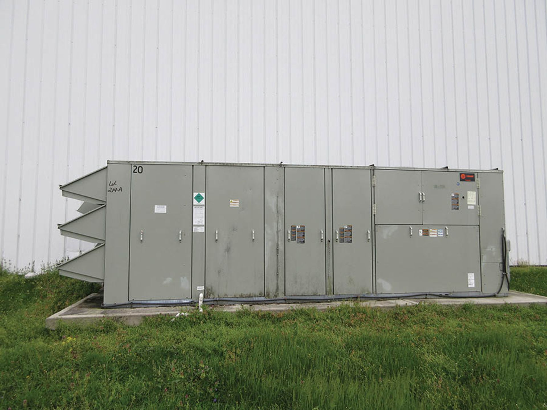 Lot 214A - 2013 TRANE SELF-CONTAINED AIR CONDITIONING SYSTEM, MODEL TCH480B40L1A3NC1000000000000000, S/N