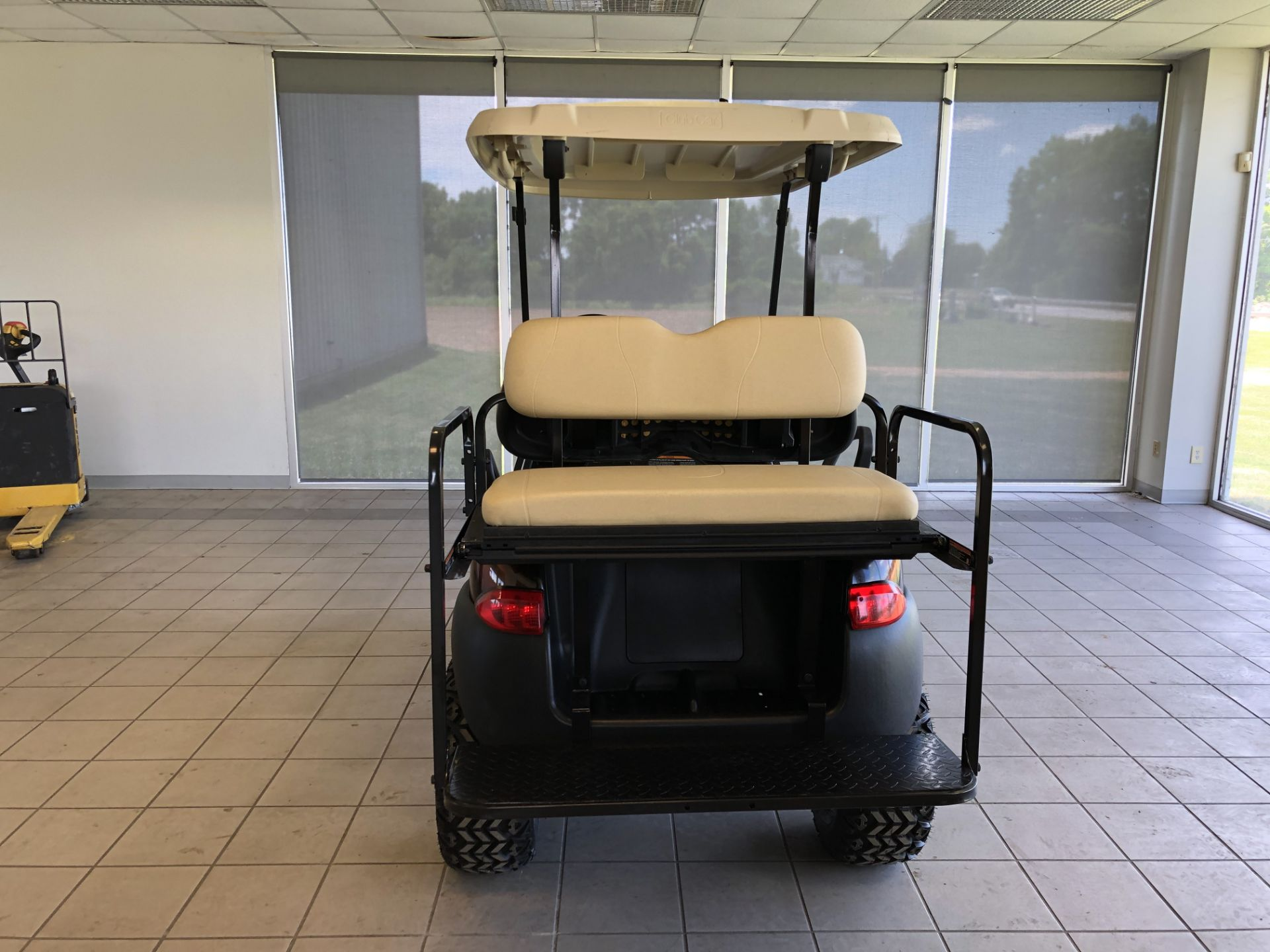 Lot 28 - 2014 CLUB CAR PRECEDENT ELECTRIC GOLF CART, WITH 48 VOLT CHARGER, 4-PASSENGER FOLD DOWN SEAT, LIFT