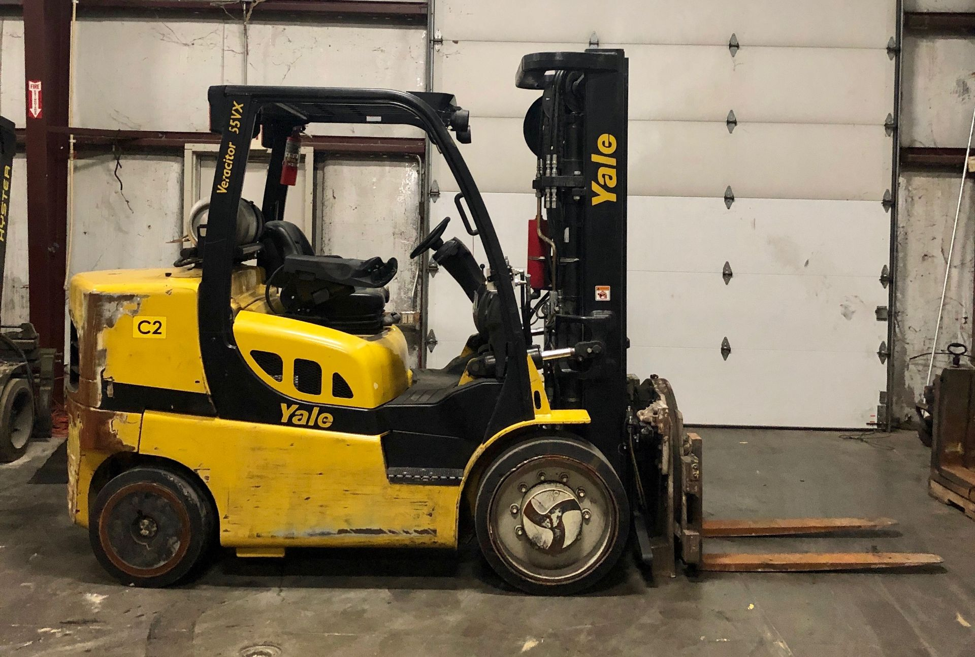Lot 1 - 2015 HYSTER 15,500-LB. CAPACITY FORKLIFT, MODEL: S155FT, S/N: F879V01737N, LPG, SOLID TIRES, LEVER