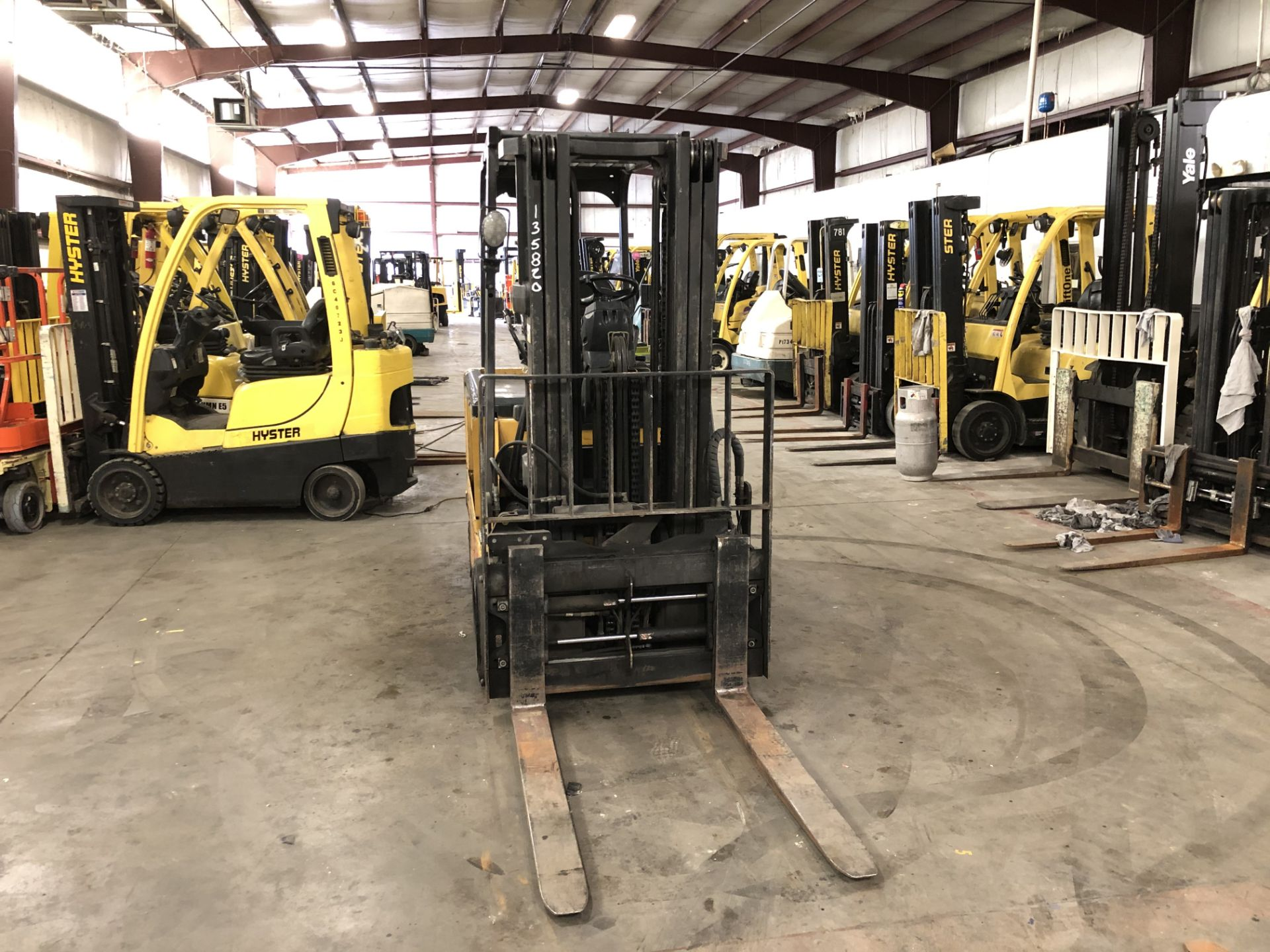Lot 24 - 2008 CATERPILLAR 6,000 LB. ELECTRIC FORKLIFT, 36V, MODEL E6000-AC, 3-STAGE, SIDESHIFT, 3,292 HRS
