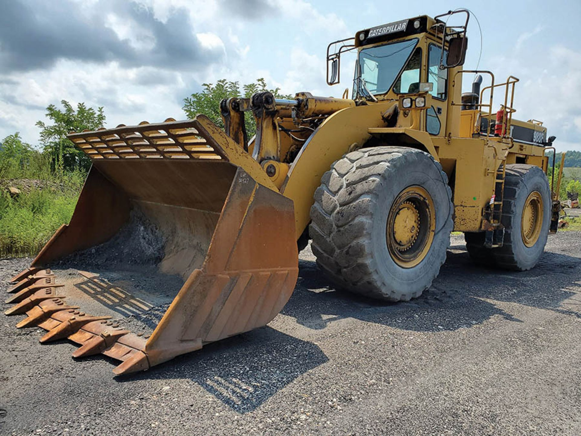 Lot 127 - CATERPILLAR 988F SERIES II WHEEL LOADER, S/N: 2ZR02398, 48,641 METERED HOURS, 35/65-33 TIRES, CAT V8