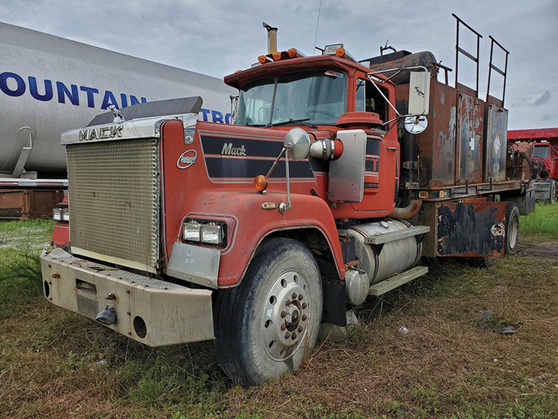 Lot 44 - 1991 MACK RW600 T/A LUBE TRUCK, EATON FULLER TRANSMISSION, MACK INLINE SIX ENGINE, VIN