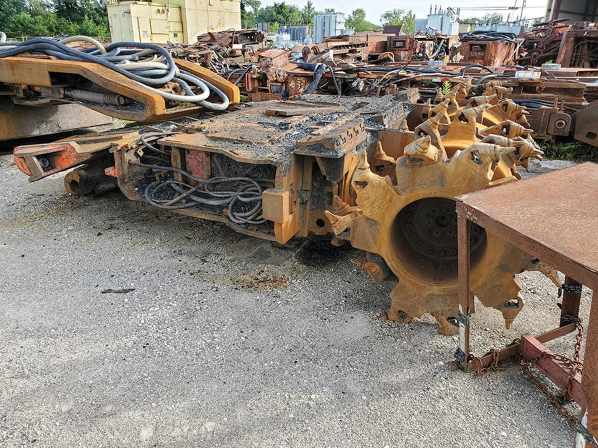 Lot 207 - JOY 14CM-9 CONTINUOUS MINER, S/N JM5498C, C2C MACHINE, STRATA PROCS, LOCATION: CZAR SHOP